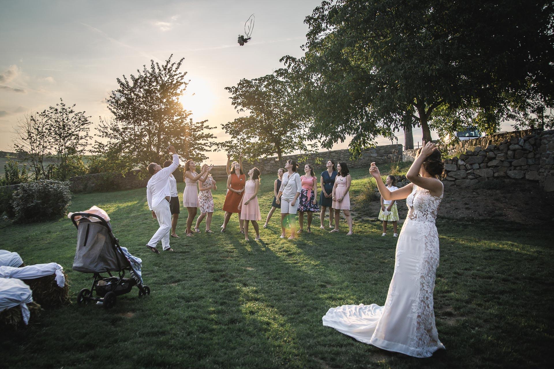 svatební-fotograf-wedding-svatebni-video-orlík-vltava-kostel-statek-stodola-boho-svatba-Beautyfoto-566