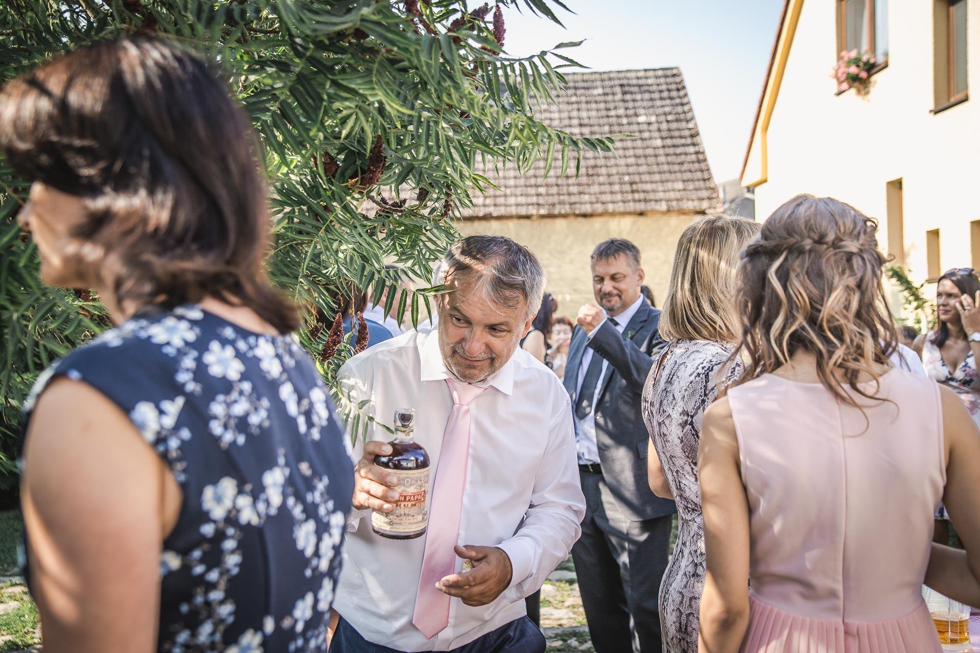 svatební-fotograf-wedding-svatebni-video-orlík-vltava-kostel-statek-stodola-boho-svatba-Beautyfoto-97