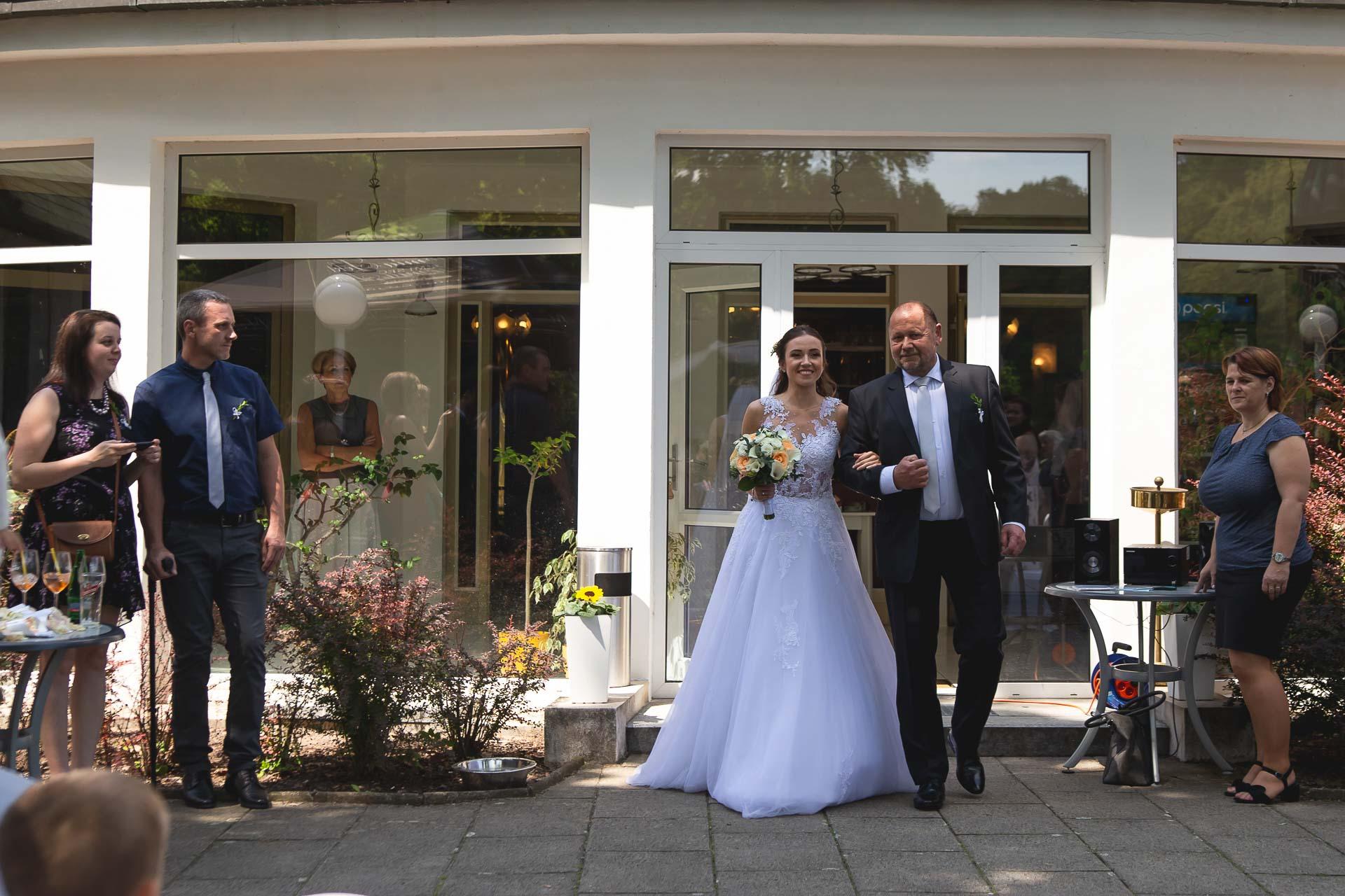 svatební-fotograf-svatebni-video-Nymburk-hotel-Ostrov-Beautyfoto-5095