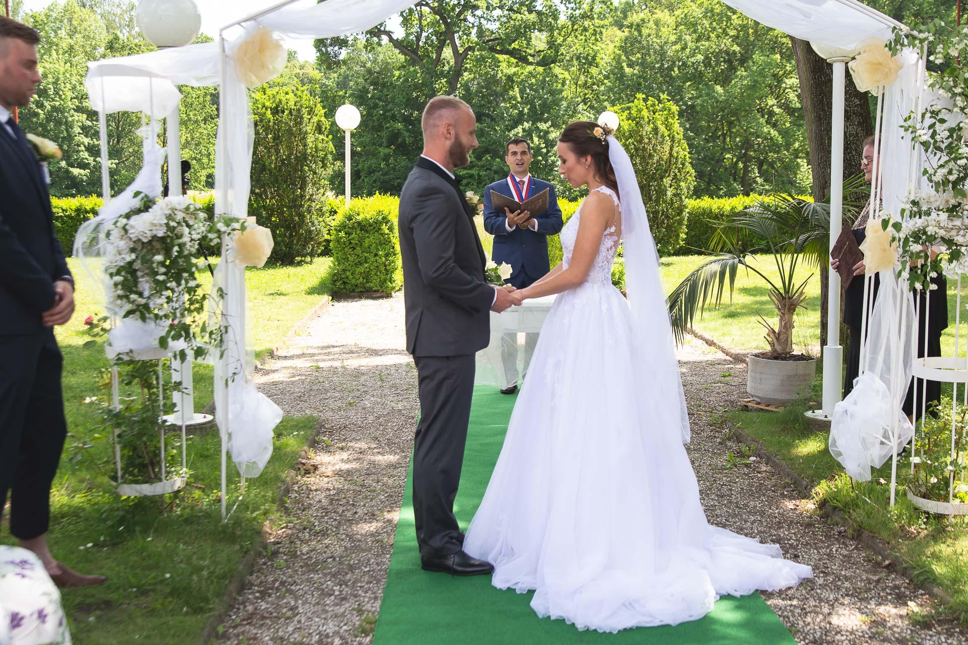 svatební-fotograf-svatebni-video-Nymburk-hotel-Ostrov-Beautyfoto-5139