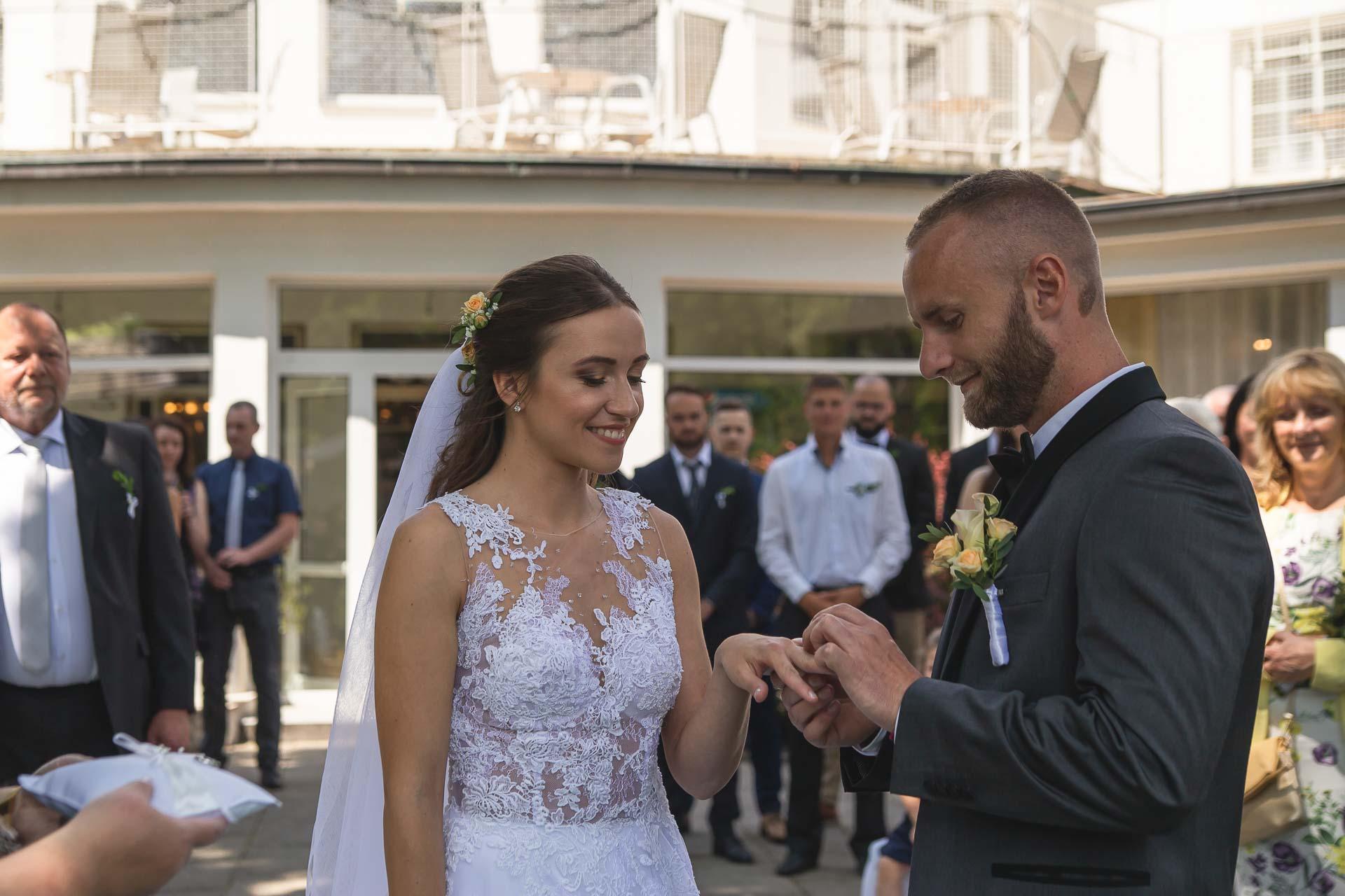 svatební-fotograf-svatebni-video-Nymburk-hotel-Ostrov-Beautyfoto-5172