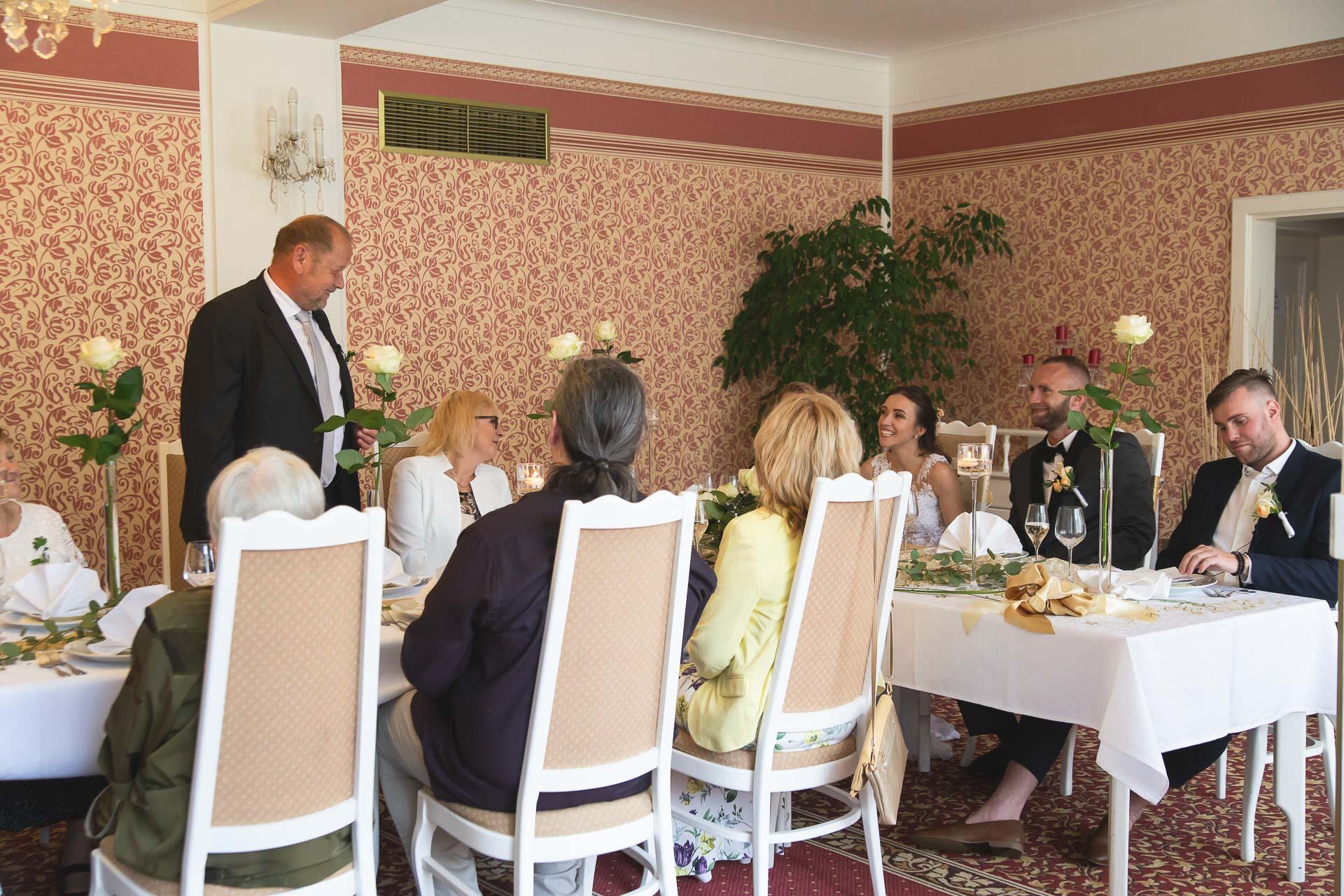 svatební-fotograf-svatebni-video-Nymburk-hotel-Ostrov-Beautyfoto-5941