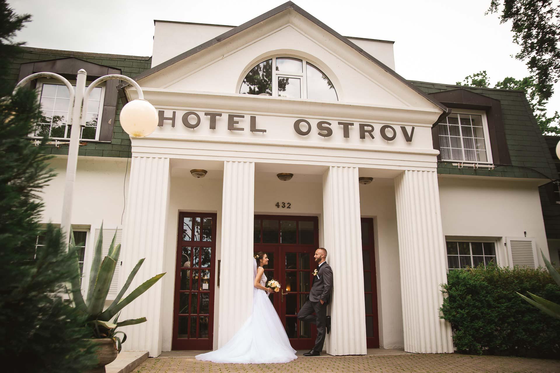 svatební-fotograf-svatebni-video-Nymburk-hotel-Ostrov-Beautyfoto-6103