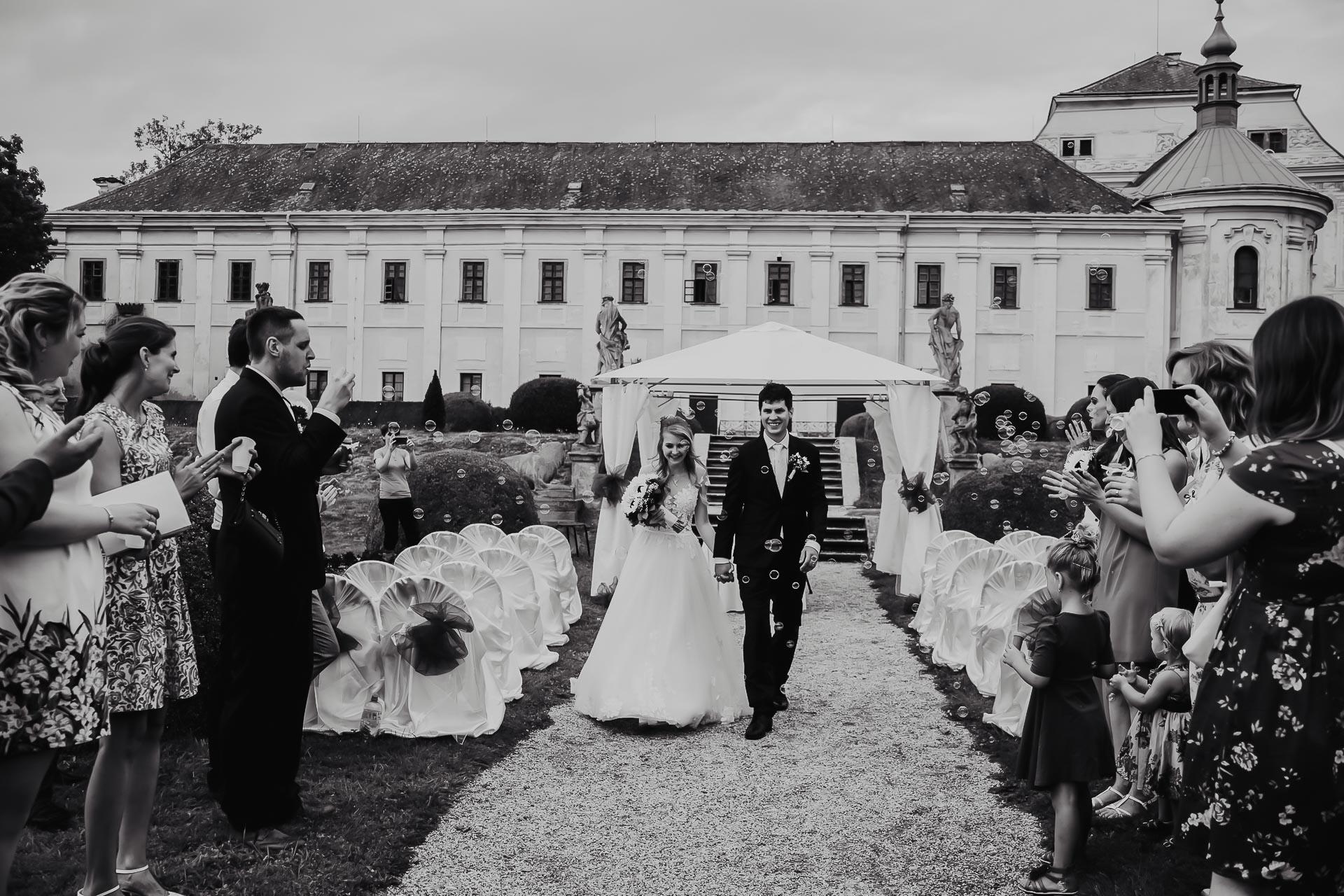 svatební fotograf Lysá nad Labem,  svatební video Lysá na Labem, svatba v zámeckém parku-122