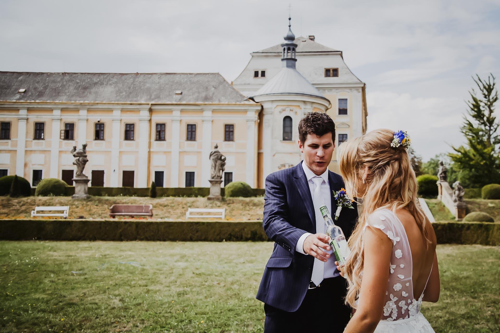 svatební fotograf Lysá nad Labem,  svatební video Lysá na Labem, svatba v zámeckém parku-150