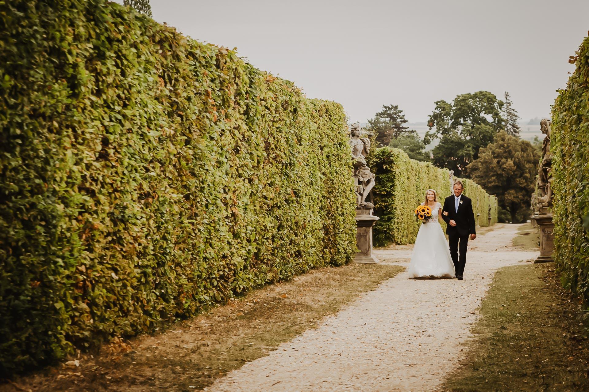 svatební fotograf Lysá nad Labem,  svatební video Lysá na Labem, svatba v zámeckém parku-16