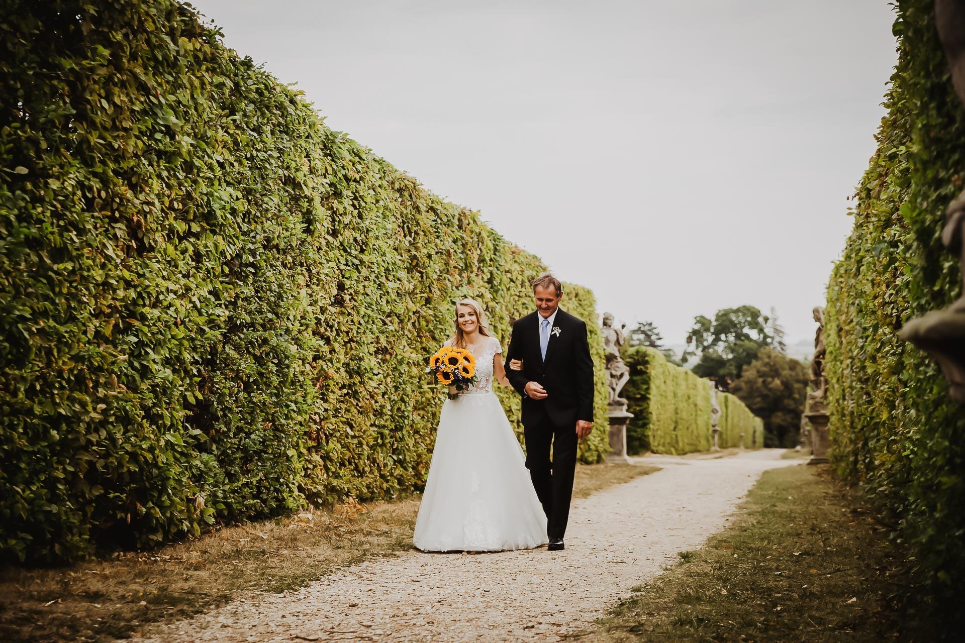 svatební fotograf Lysá nad Labem,  svatební video Lysá na Labem, svatba v zámeckém parku-18