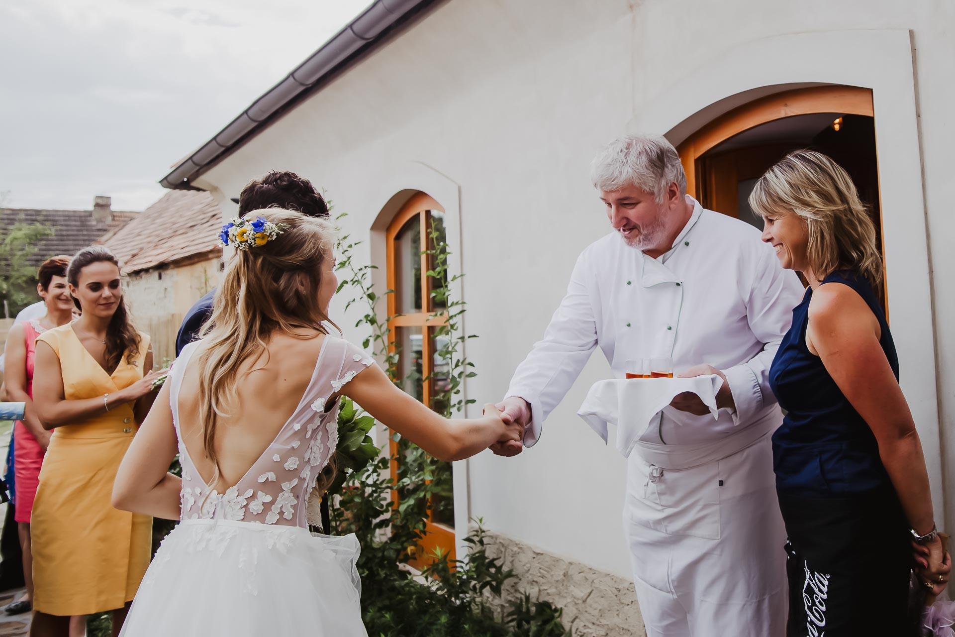 svatební fotograf Lysá nad Labem,  svatební video Lysá na Labem, svatba v zámeckém parku-235