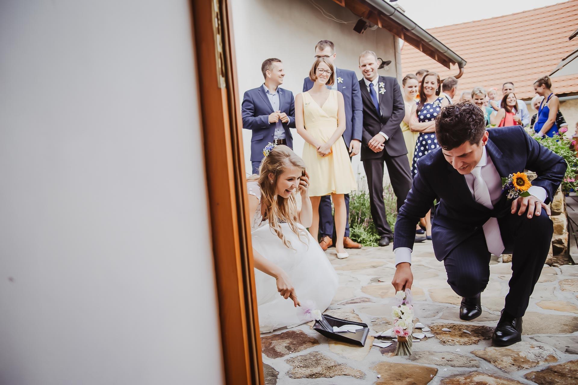 svatební fotograf Lysá nad Labem,  svatební video Lysá na Labem, svatba v zámeckém parku-240