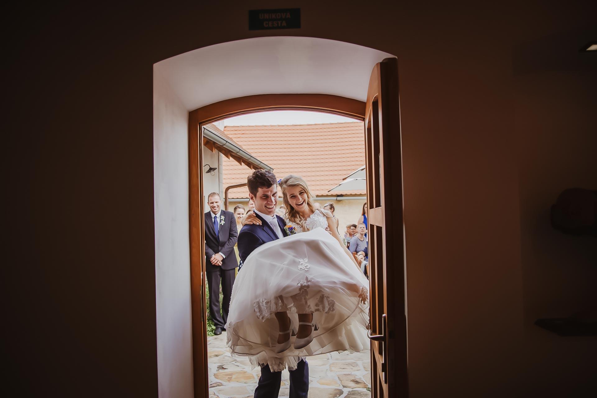 svatební fotograf Lysá nad Labem,  svatební video Lysá na Labem, svatba v zámeckém parku-244