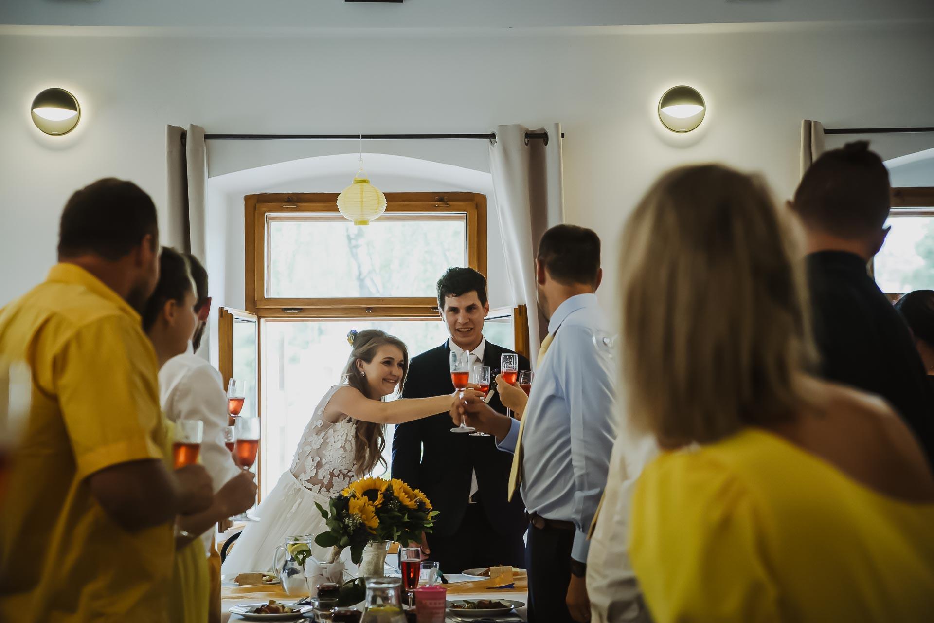 svatební fotograf Lysá nad Labem,  svatební video Lysá na Labem, svatba v zámeckém parku-249