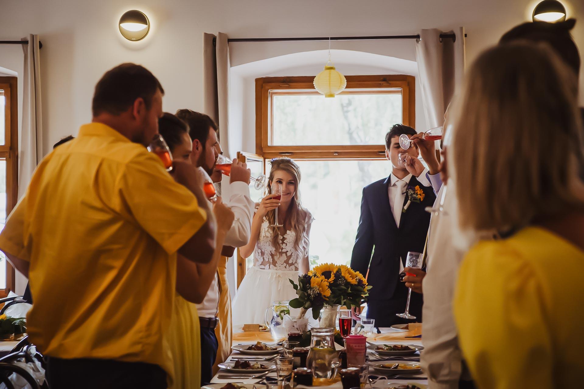 svatební fotograf Lysá nad Labem,  svatební video Lysá na Labem, svatba v zámeckém parku-250