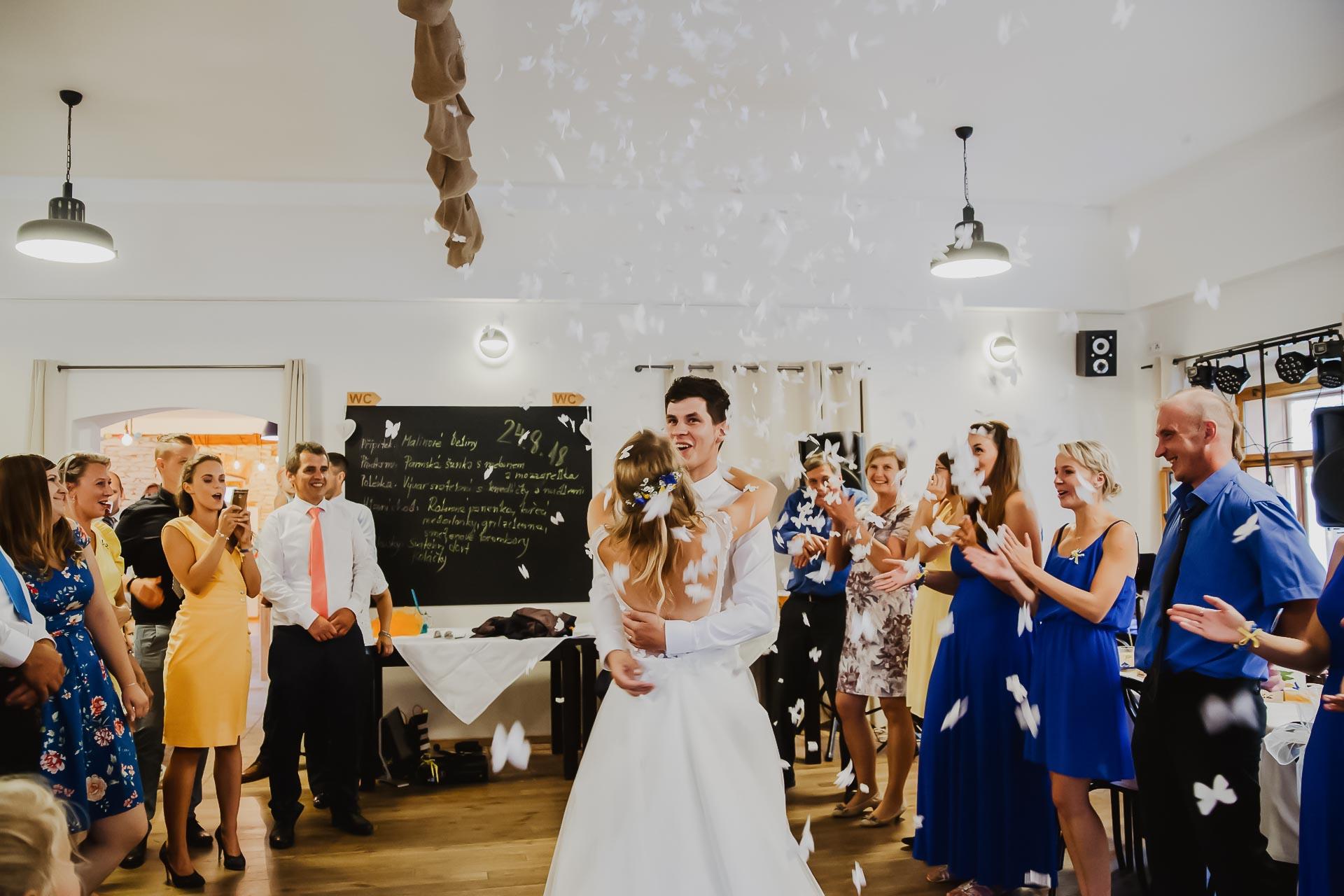 svatební fotograf Lysá nad Labem,  svatební video Lysá na Labem, svatba v zámeckém parku-293
