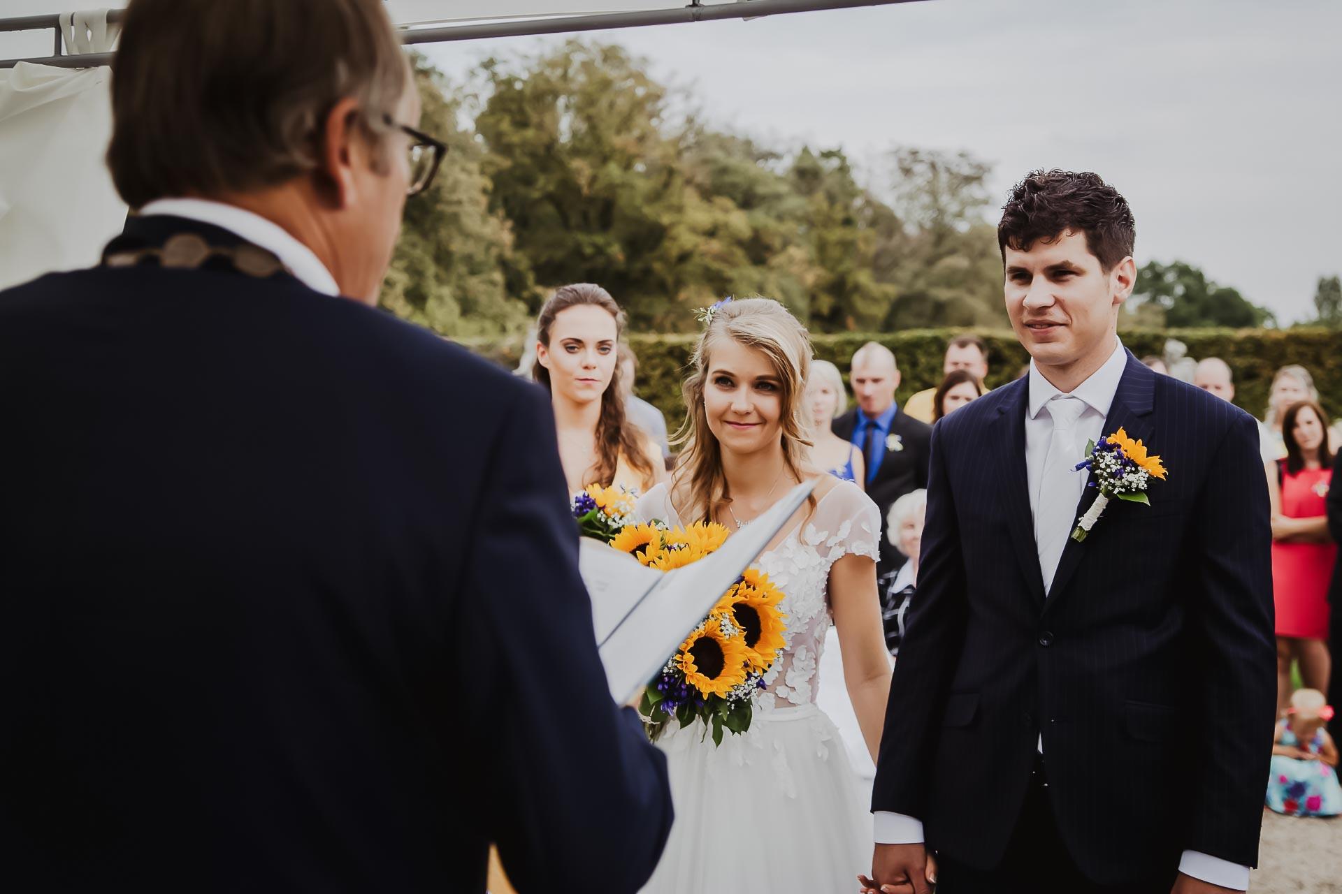 svatební fotograf Lysá nad Labem,  svatební video Lysá na Labem, svatba v zámeckém parku-35