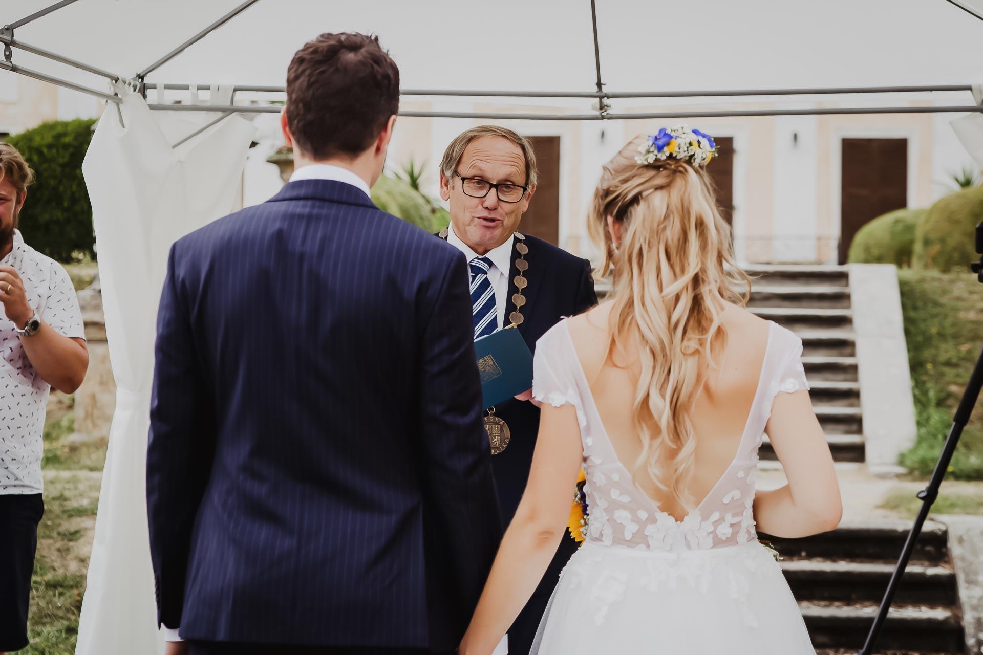 svatební fotograf Lysá nad Labem,  svatební video Lysá na Labem, svatba v zámeckém parku-38