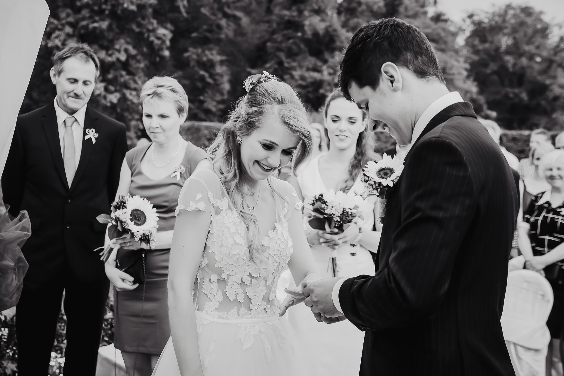 svatební fotograf Lysá nad Labem,  svatební video Lysá na Labem, svatba v zámeckém parku-45