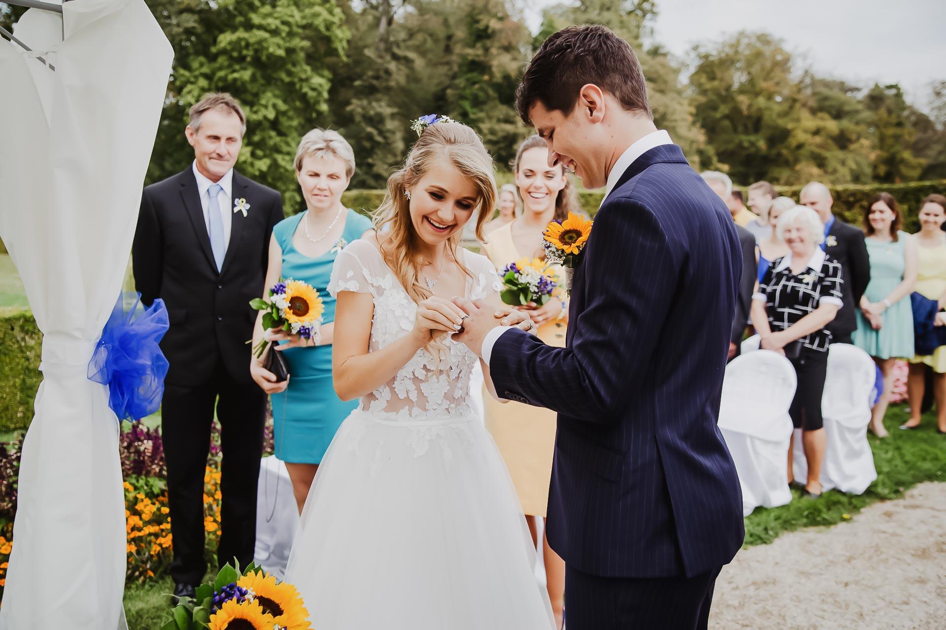 svatební fotograf Lysá nad Labem,  svatební video Lysá na Labem, svatba v zámeckém parku-49