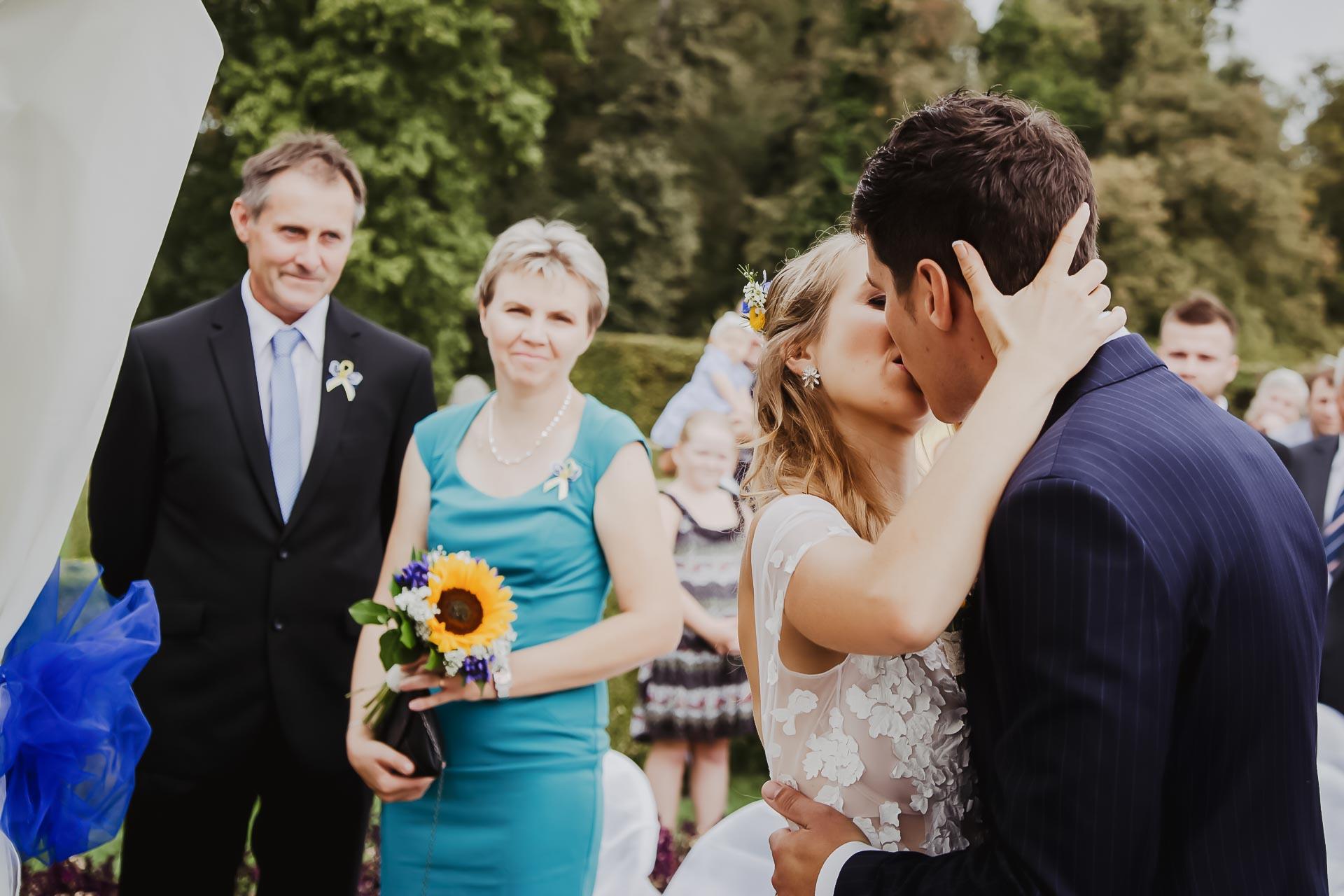 svatební fotograf Lysá nad Labem,  svatební video Lysá na Labem, svatba v zámeckém parku-50
