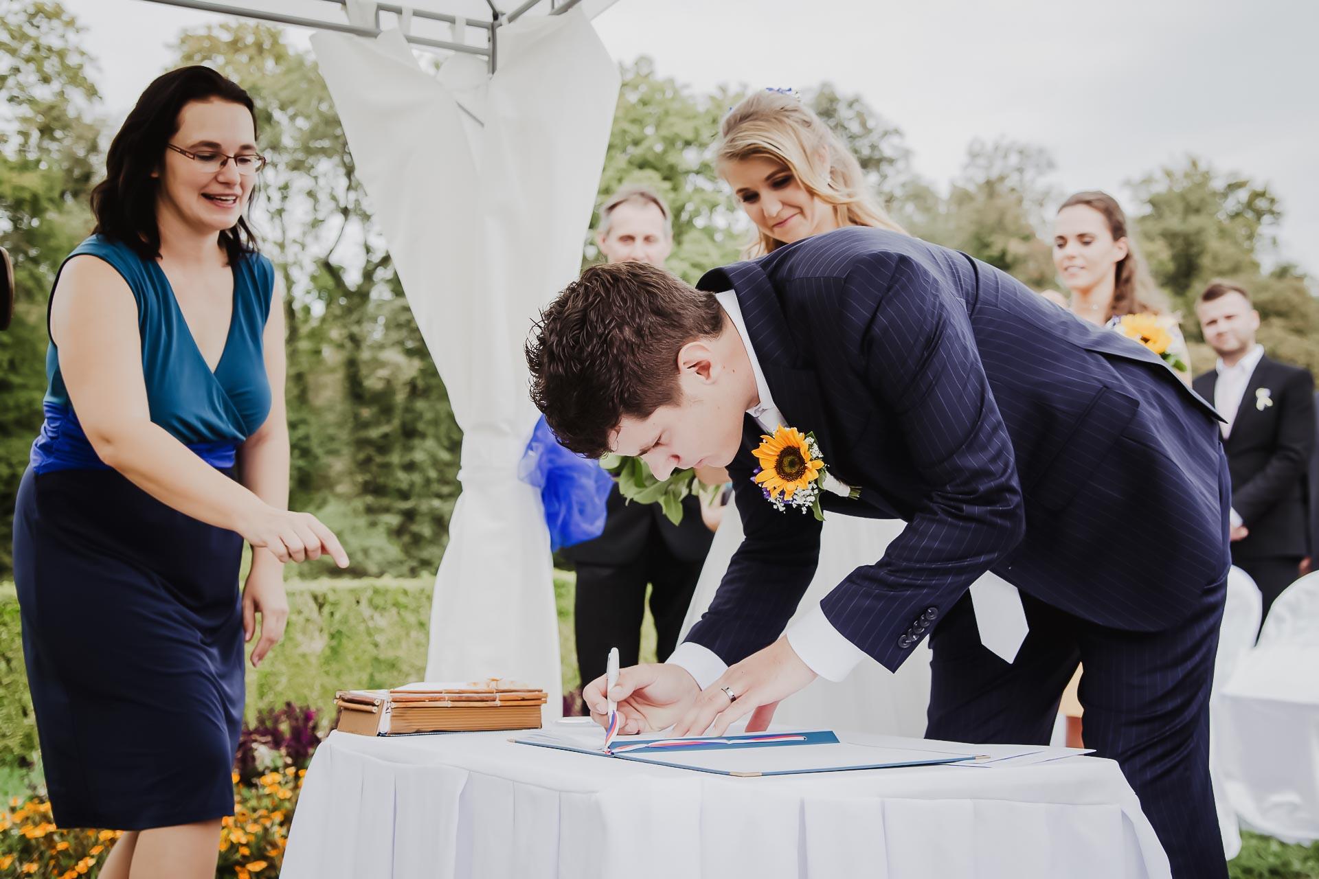 svatební fotograf Lysá nad Labem,  svatební video Lysá na Labem, svatba v zámeckém parku-53