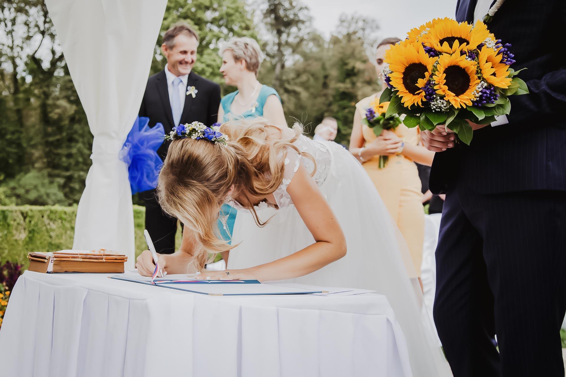svatební fotograf Lysá nad Labem,  svatební video Lysá na Labem, svatba v zámeckém parku-54