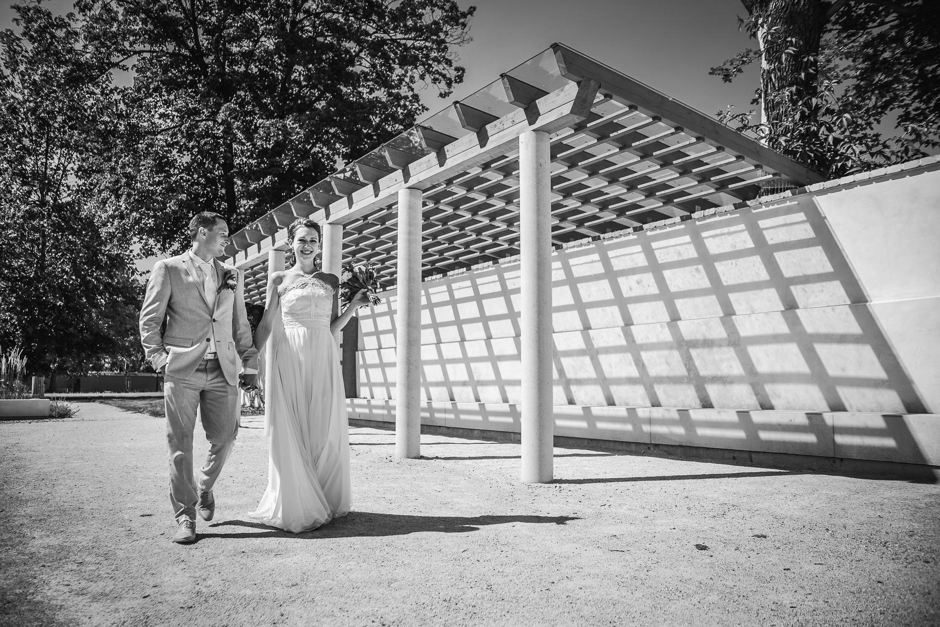 Svatební-fotograf-Praha-Dolní-Počernicerestaurace-Běchovický-dvůr-2-3