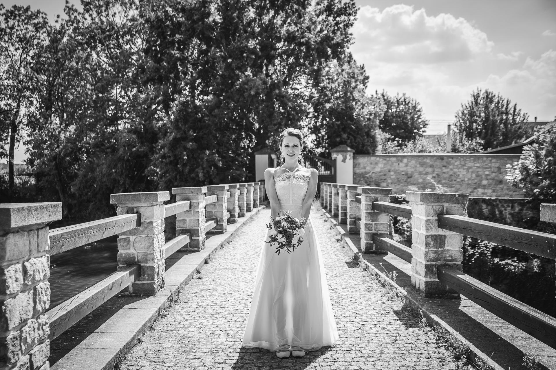 Svatební-fotograf-Praha-Dolní-Počernicerestaurace-Běchovický-dvůr-2609