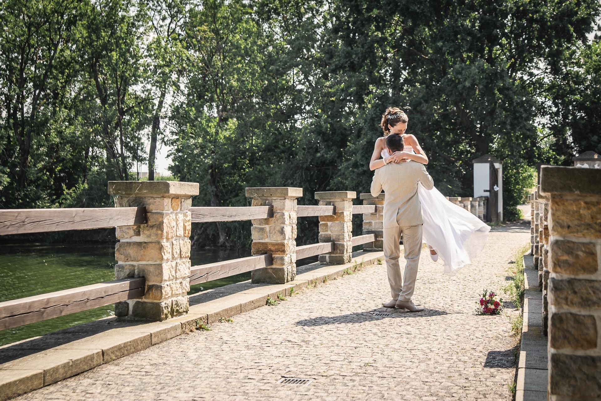 Svatební-fotograf-Praha-Dolní-Počernicerestaurace-Běchovický-dvůr-2643