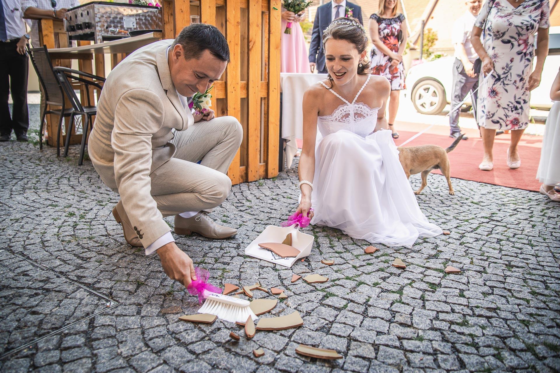 Svatební-fotograf-Praha-Dolní-Počernicerestaurace-Běchovický-dvůr-2795