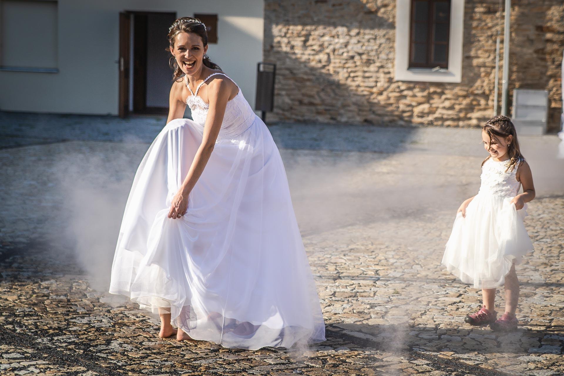 Svatební-fotograf-Praha-Dolní-Počernicerestaurace-Běchovický-dvůr-2994