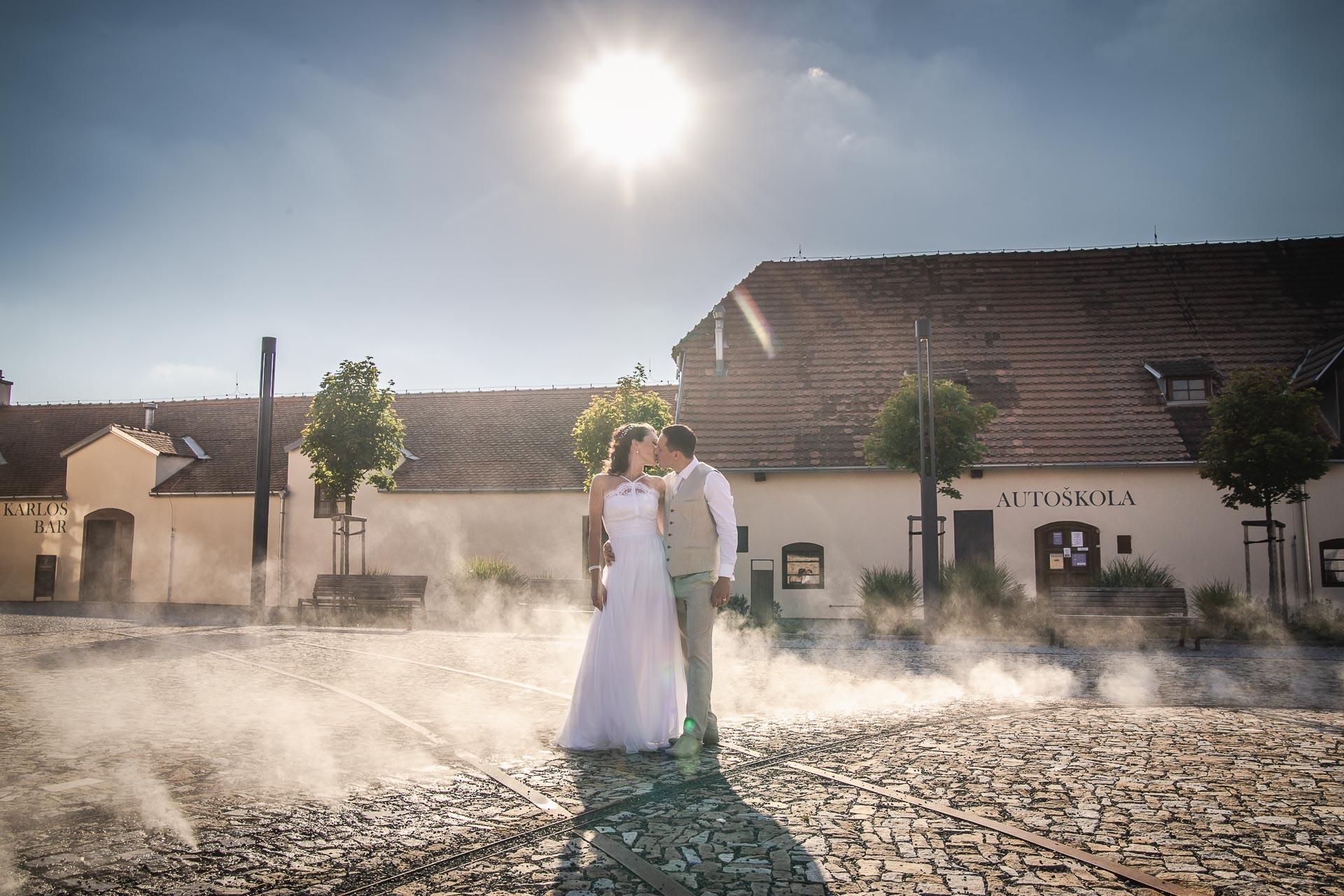 Svatební-fotograf-Praha-Dolní-Počernicerestaurace-Běchovický-dvůr-3030