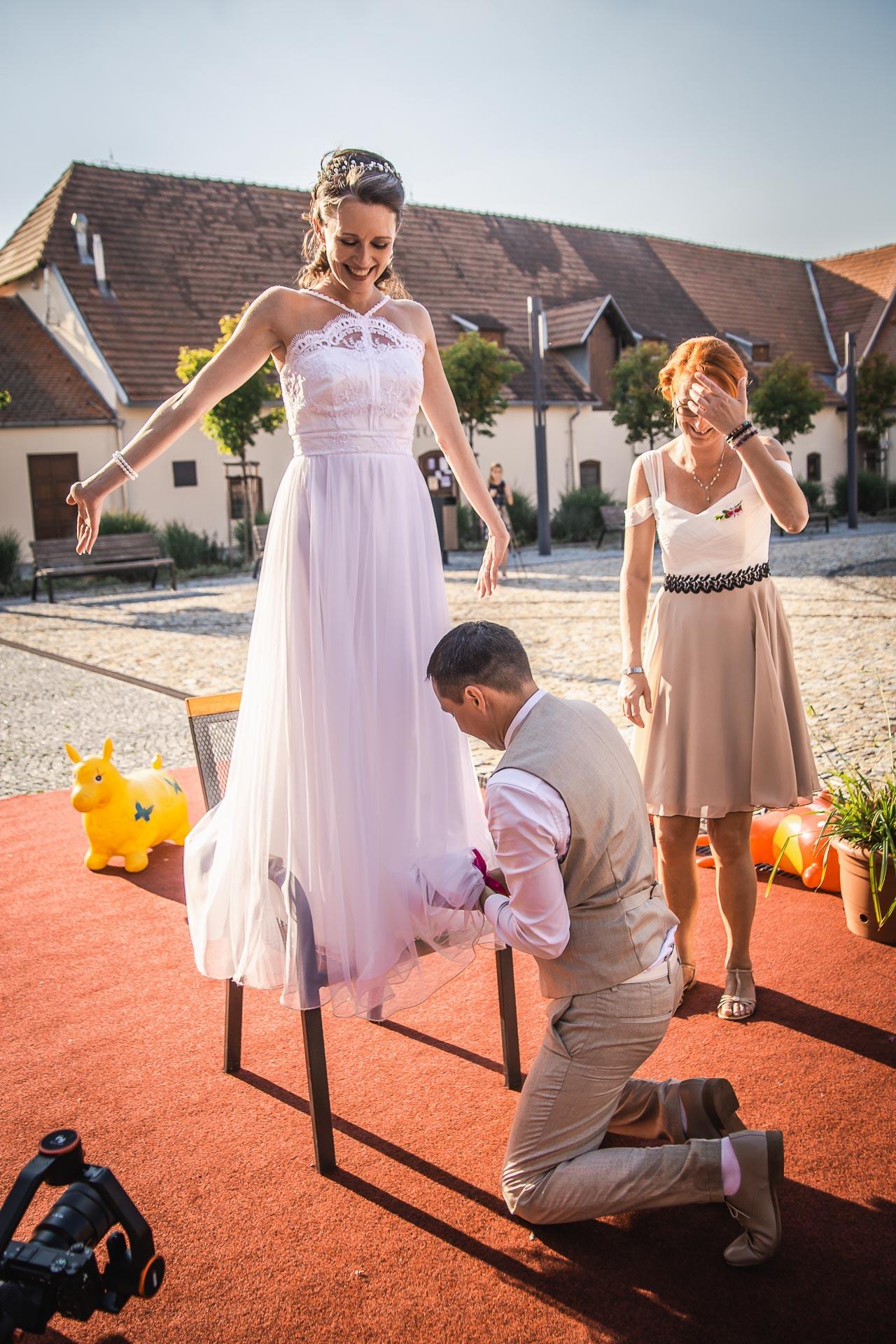Svatební-fotograf-Praha-Dolní-Počernicerestaurace-Běchovický-dvůr-3069