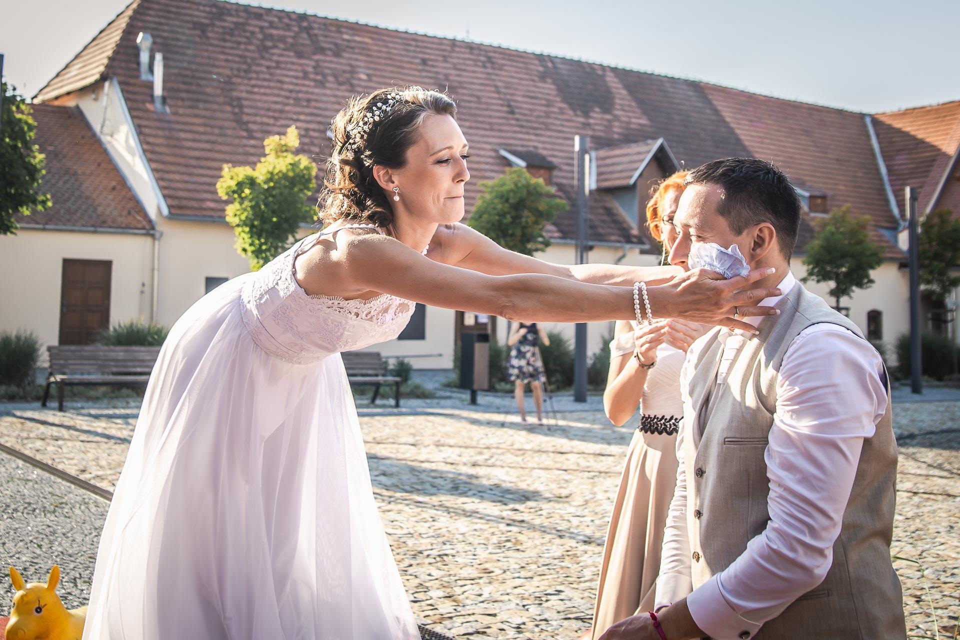 Svatební-fotograf-Praha-Dolní-Počernicerestaurace-Běchovický-dvůr-3077