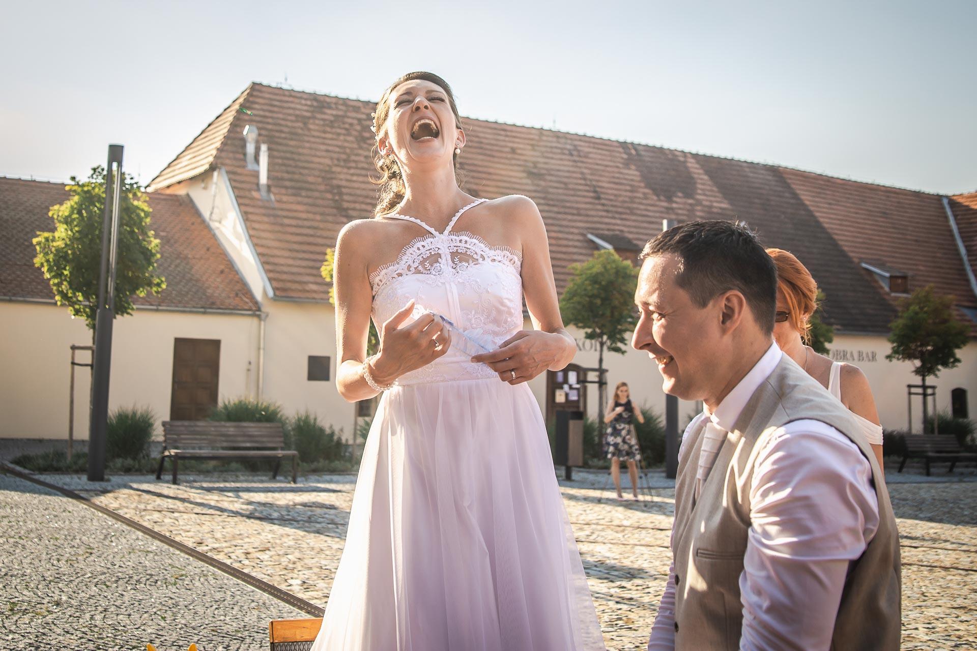 Svatební-fotograf-Praha-Dolní-Počernicerestaurace-Běchovický-dvůr-3080