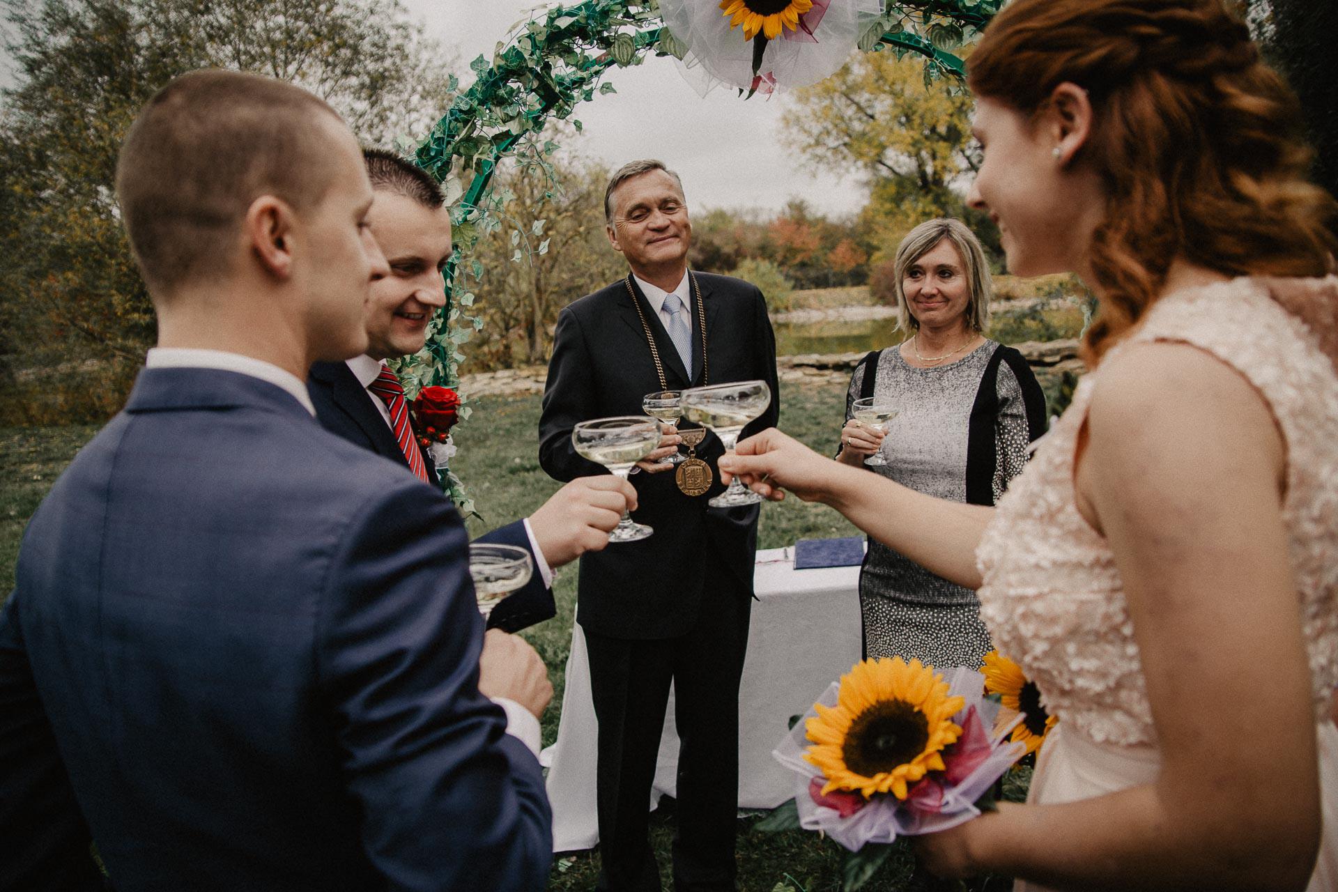 svatební-fotograf-resort-Svět-Užice-svatební-foto-Praha-fotograf-na-svatbu-1193