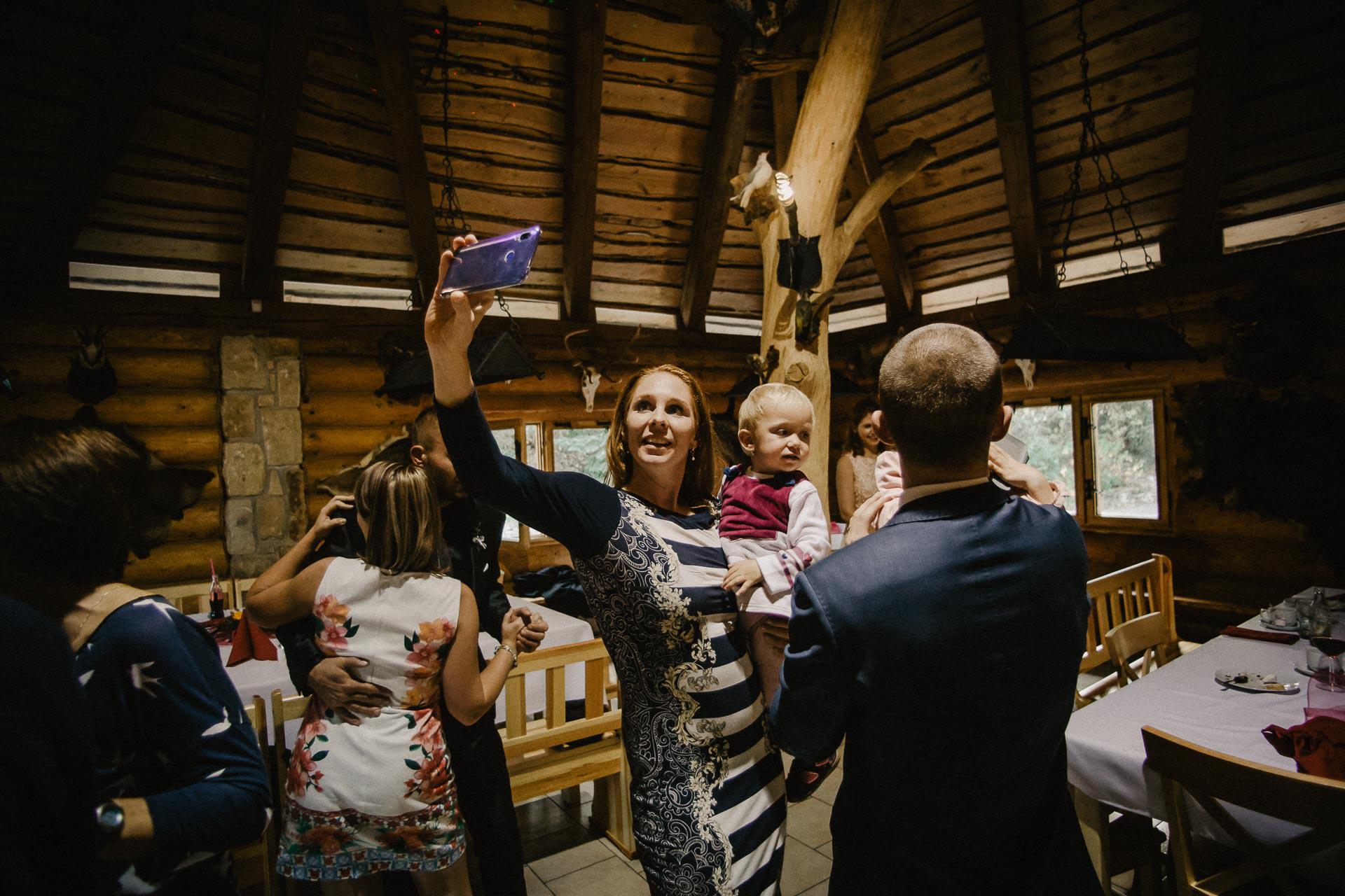 svatební-fotograf-resort-Svět-Užice-svatební-foto-Praha-fotograf-na-svatbu-2398