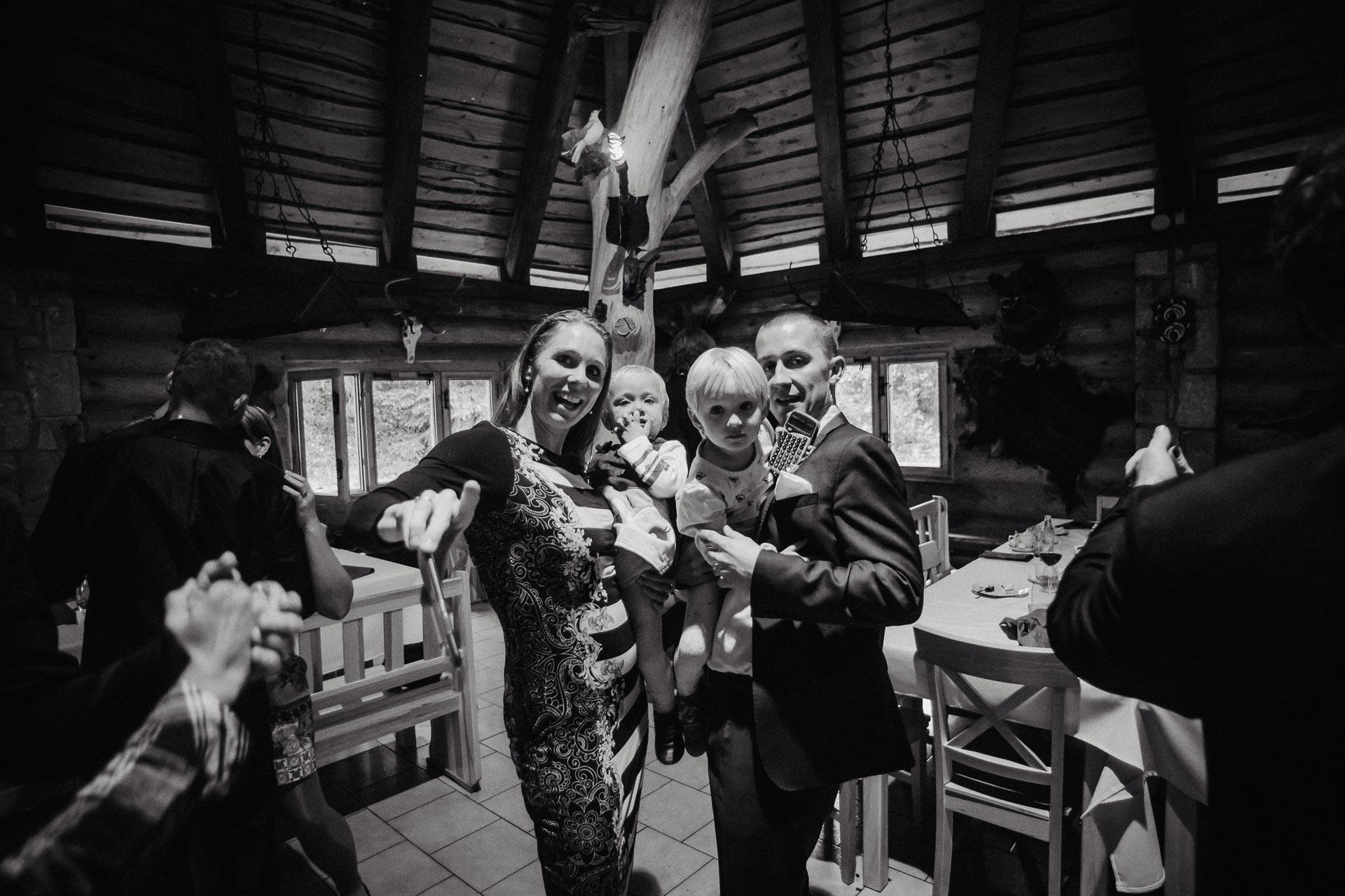 svatební-fotograf-resort-Svět-Užice-svatební-foto-Praha-fotograf-na-svatbu-2402