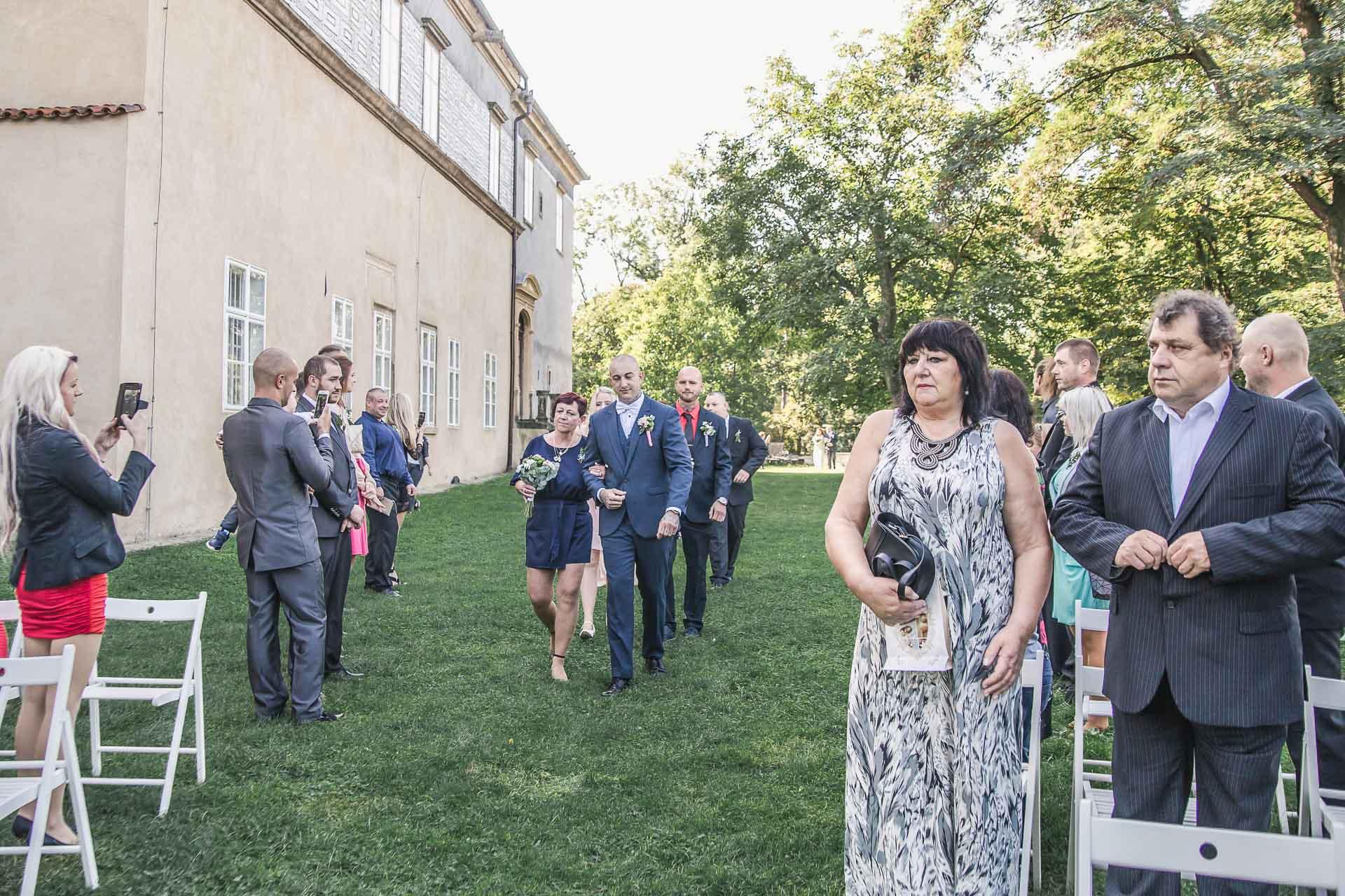 svatební-fotograf-zámek-Brandýs-nad-Labem-Praha-8476