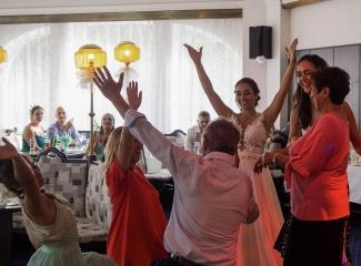 svatební fotograf hotel Ostrov Nymburk, svatební video-389