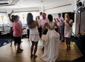 svatební fotograf hotel Ostrov Nymburk, svatební video-410