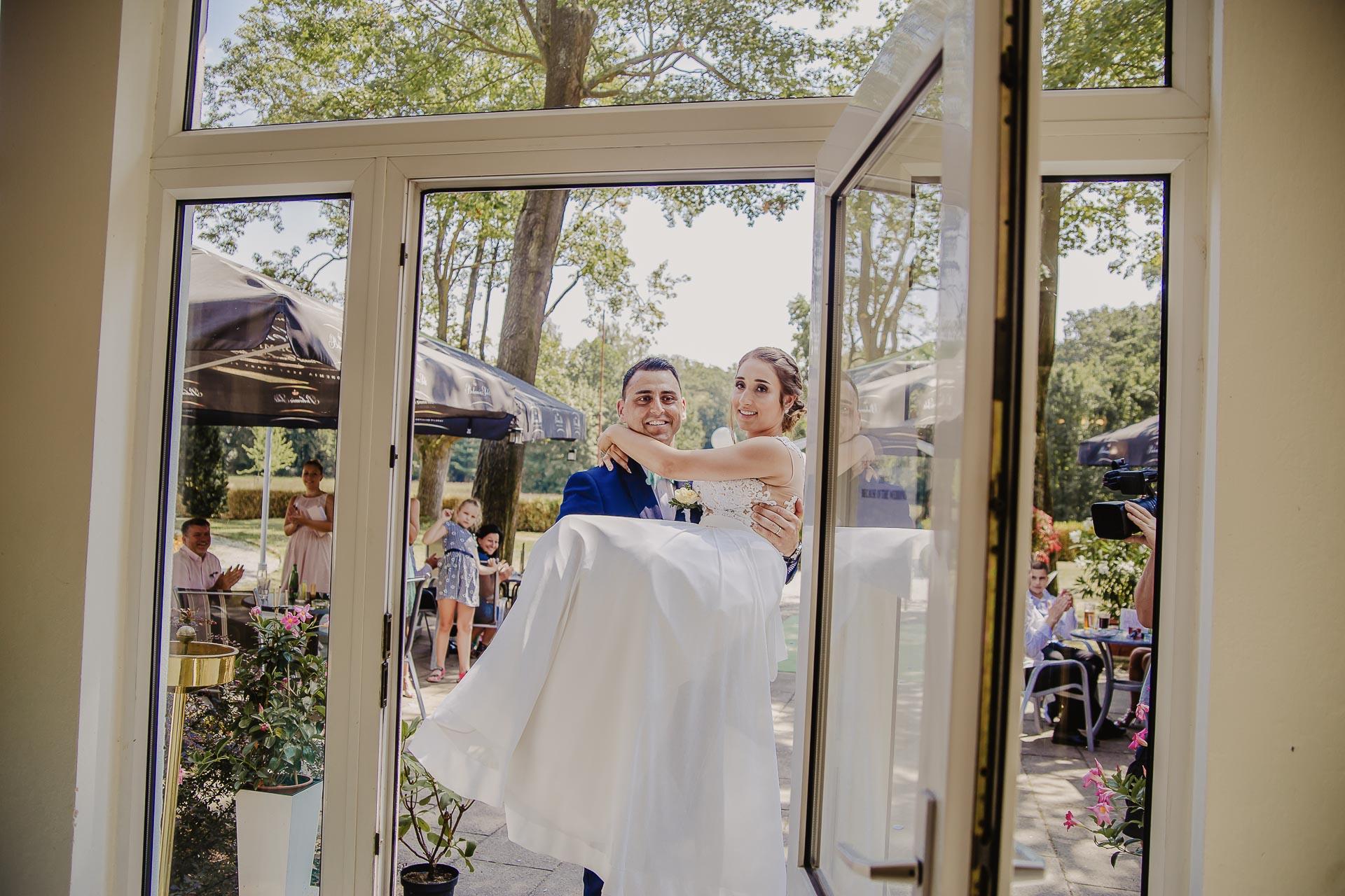 svatební fotograf hotel Ostrov Nymburk, svatební video-197