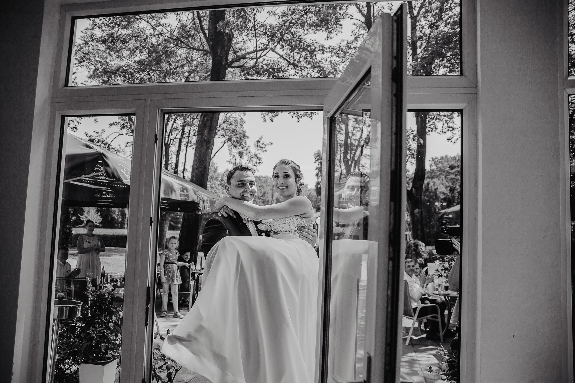 svatební fotograf hotel Ostrov Nymburk, svatební video-198