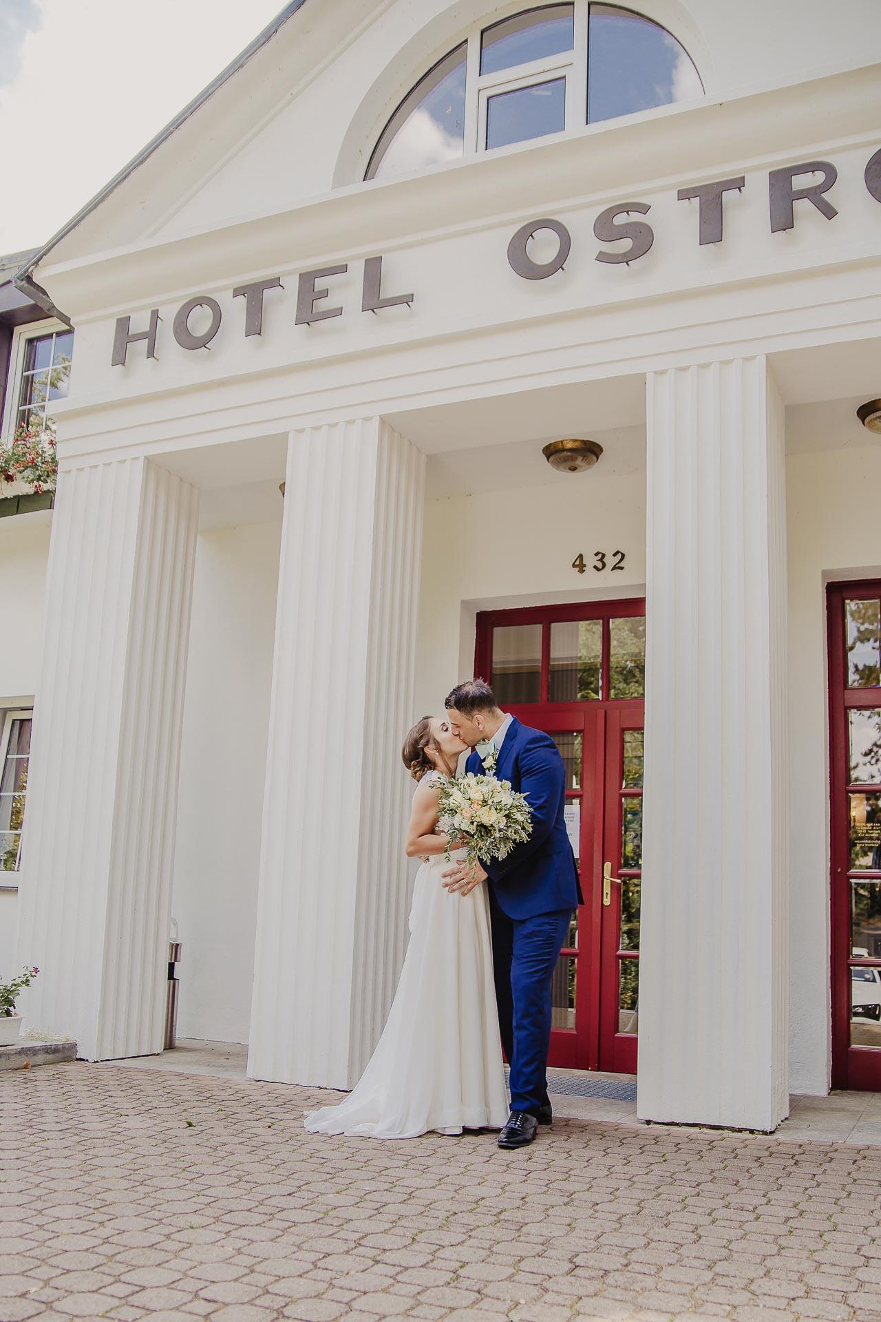 svatební fotograf hotel Ostrov Nymburk, svatební video-243