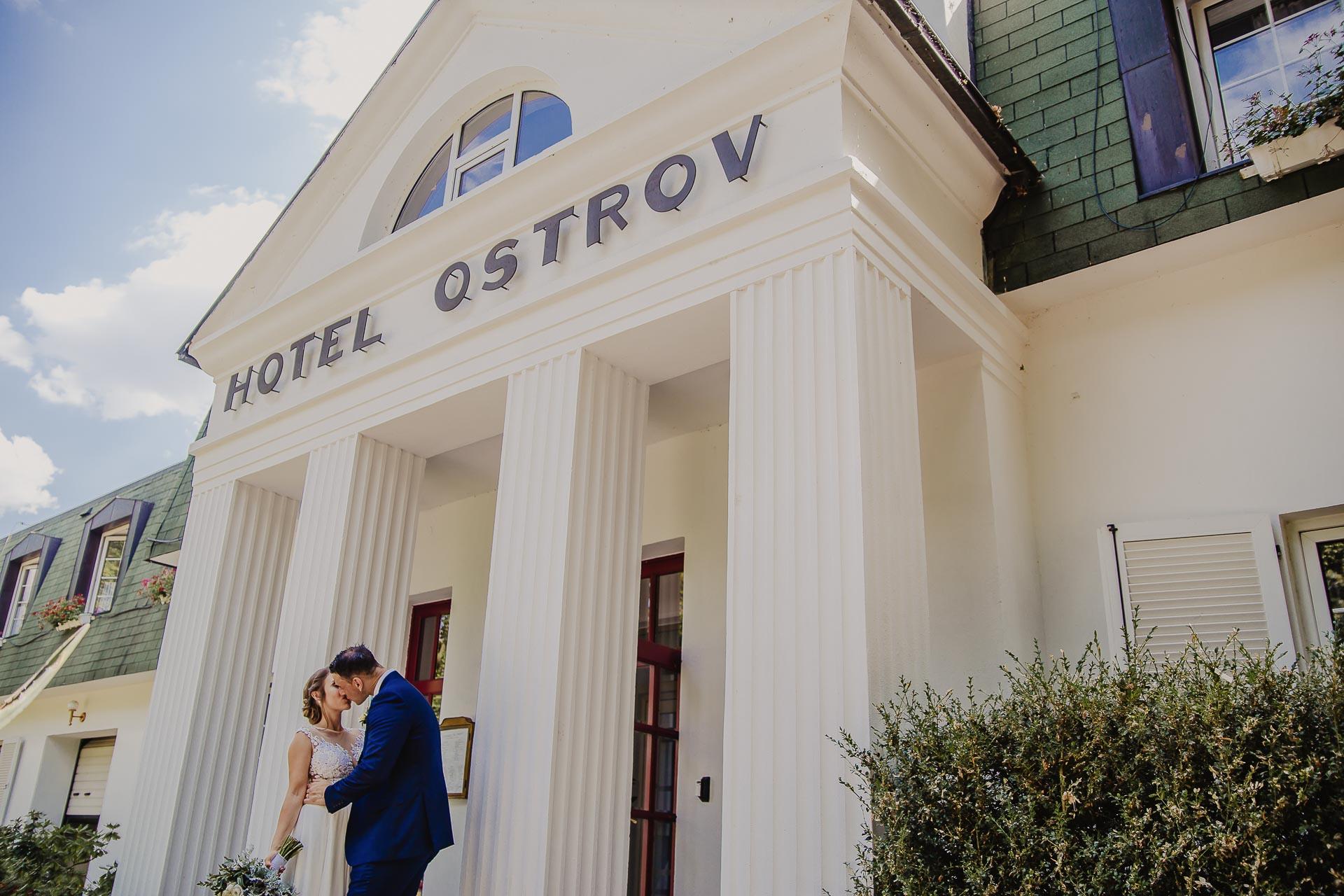 svatební fotograf hotel Ostrov Nymburk, svatební video-245