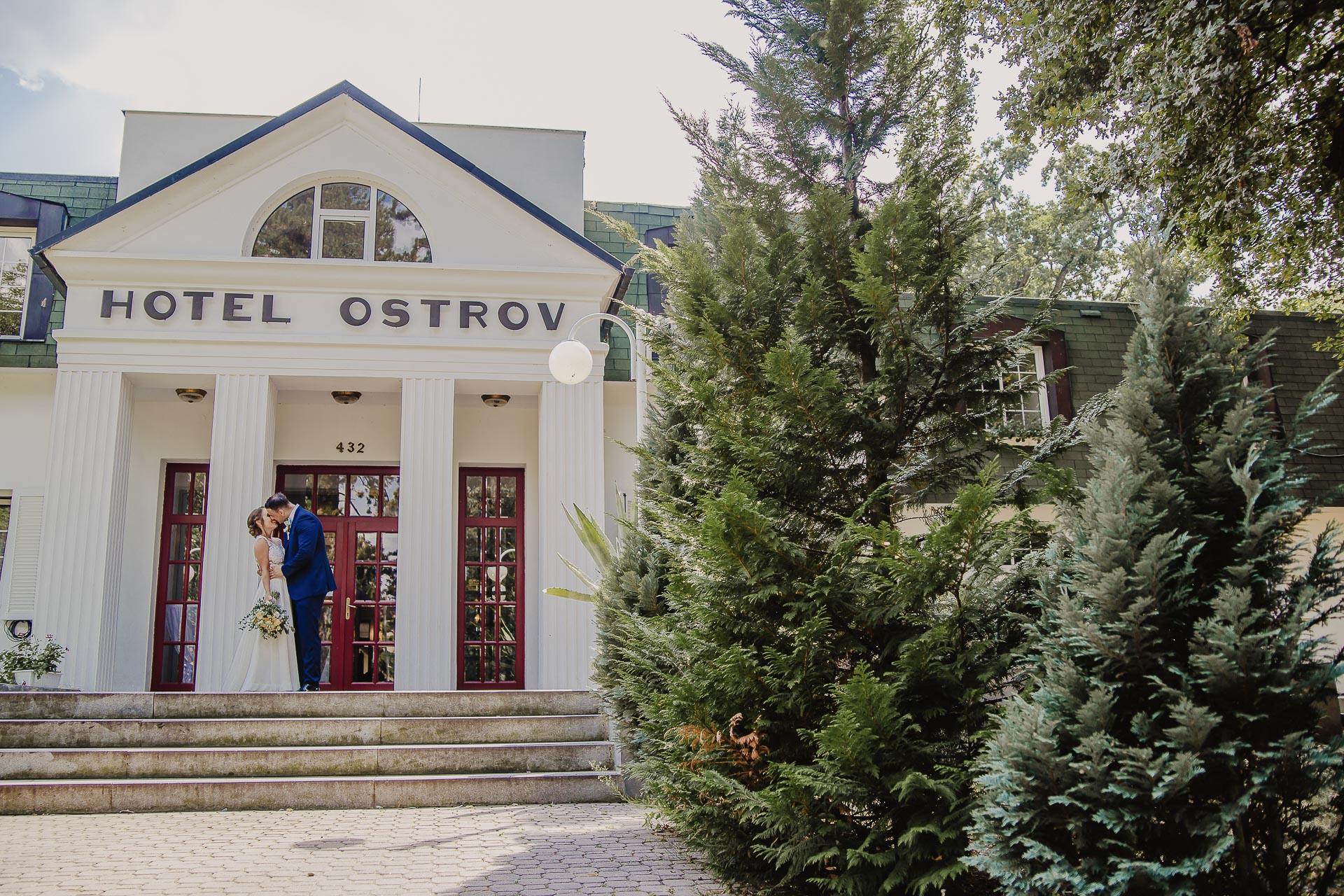 svatební fotograf hotel Ostrov Nymburk, svatební video-246