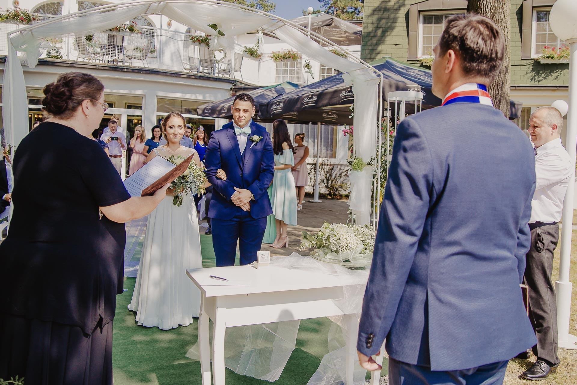 svatební fotograf hotel Ostrov Nymburk, svatební video-31