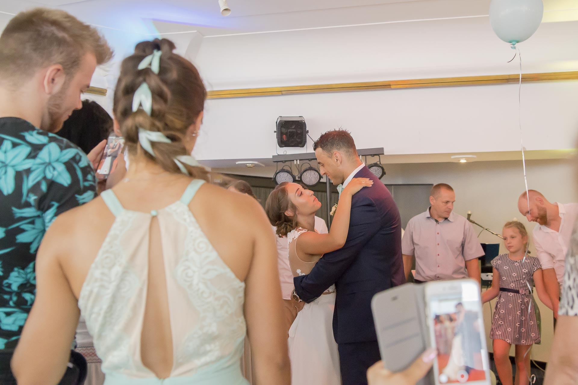 svatební fotograf hotel Ostrov Nymburk, svatební video-345