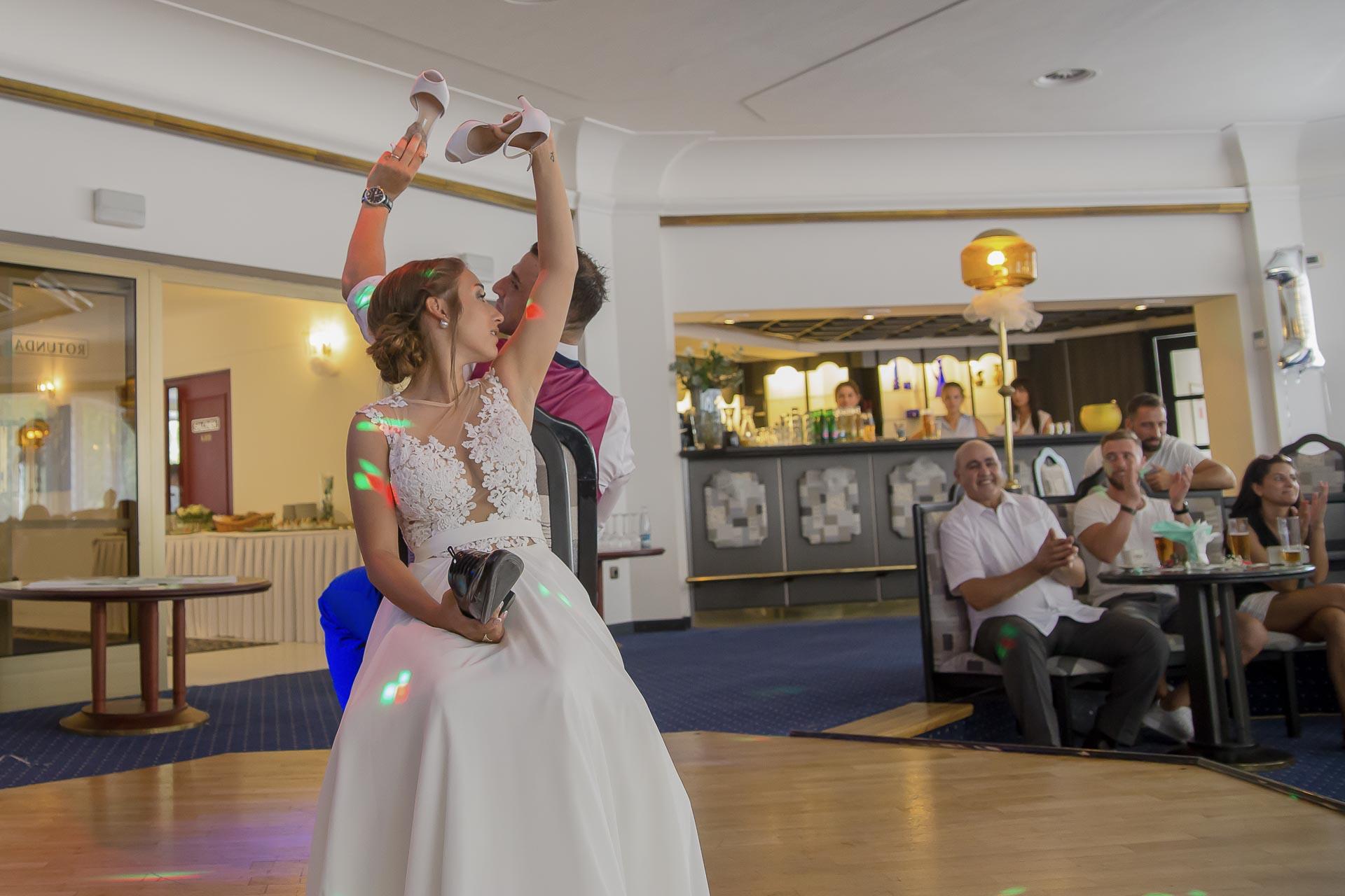 svatební fotograf hotel Ostrov Nymburk, svatební video-386