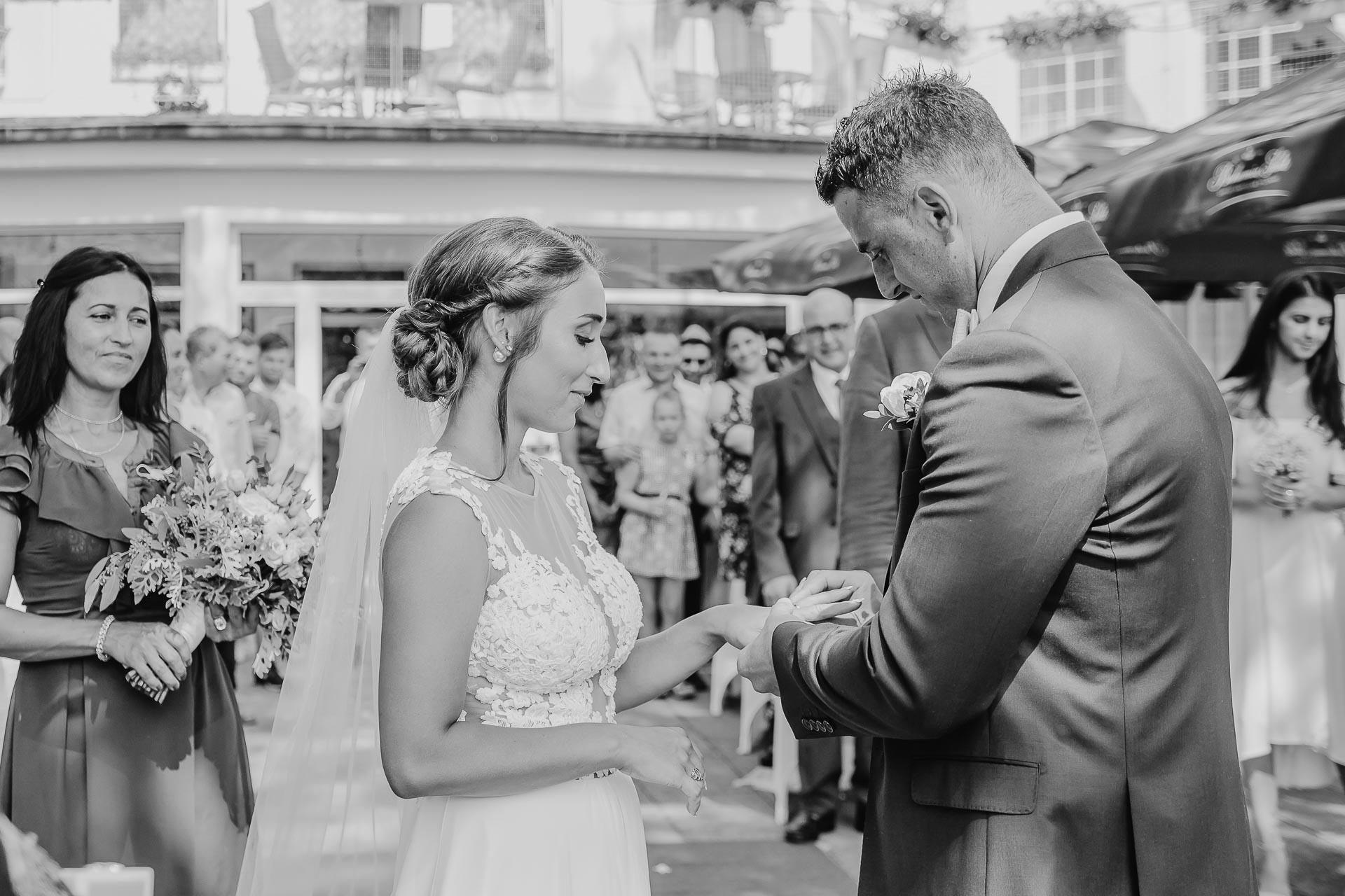 svatební fotograf hotel Ostrov Nymburk, svatební video-47