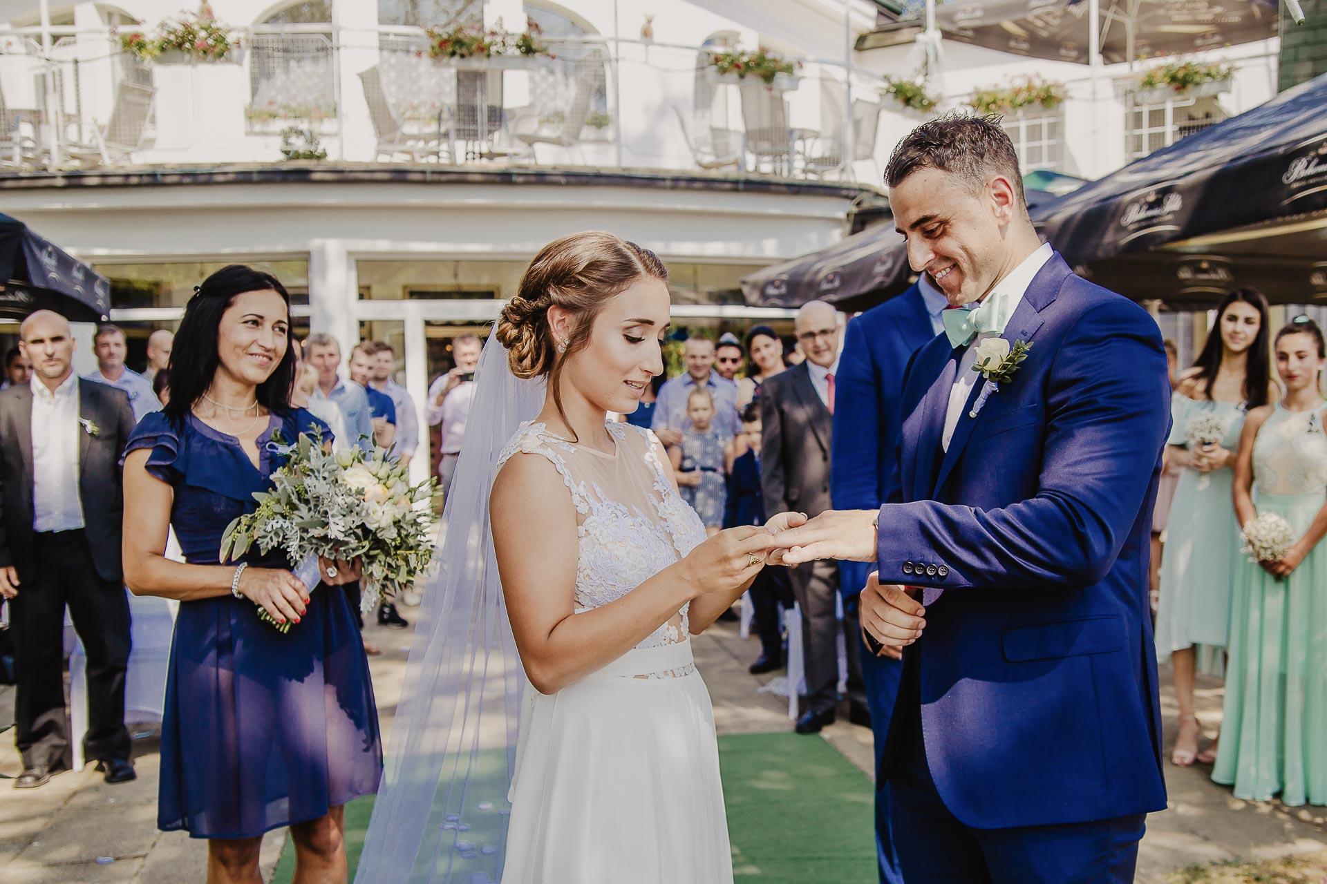 svatební fotograf hotel Ostrov Nymburk, svatební video-49