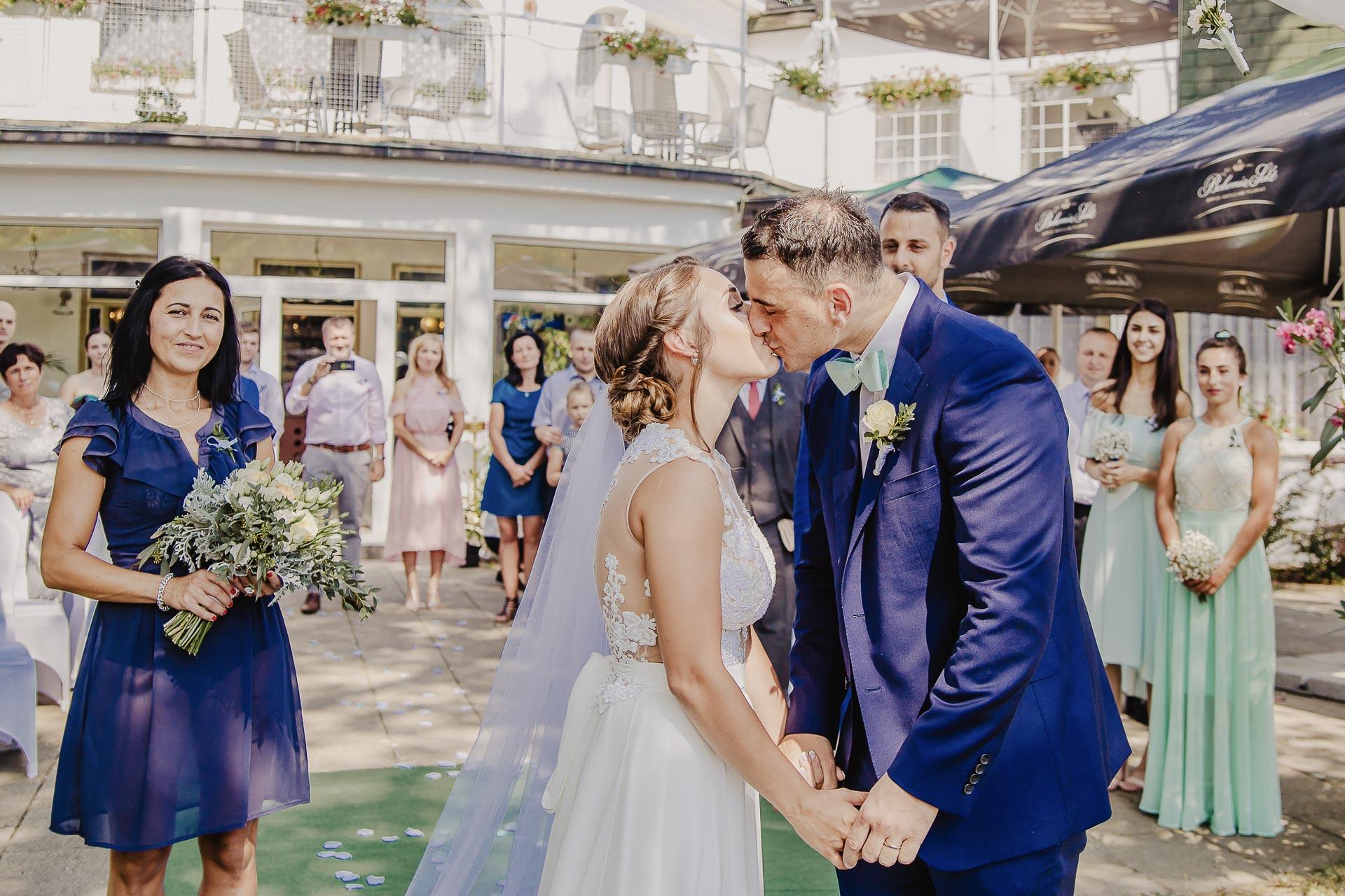 svatební fotograf hotel Ostrov Nymburk, svatební video-52